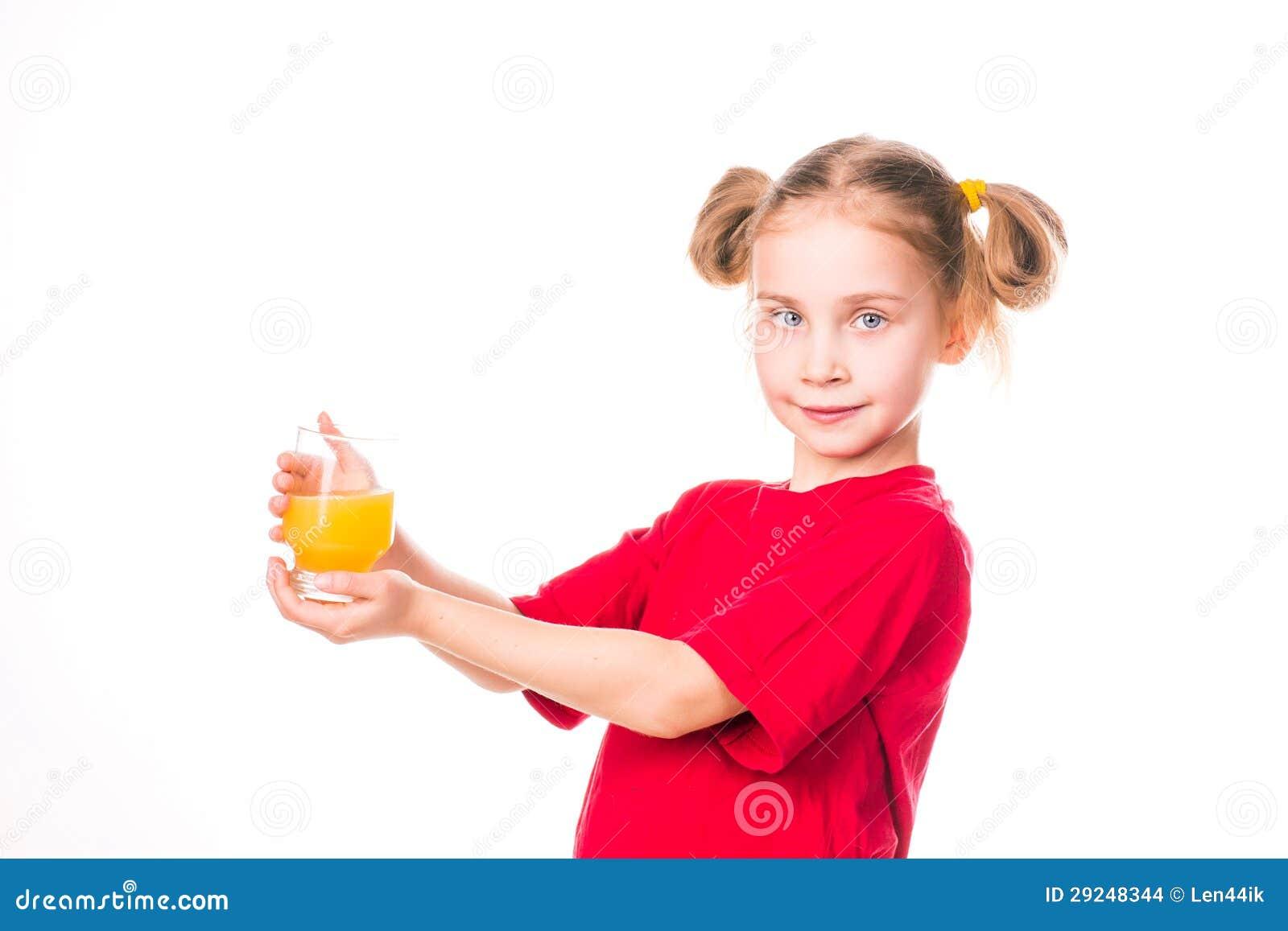 Download Menina Bonito Que Guardara De Vidro Com Sorriso Do Suco Foto de Stock - Imagem de dieta, face: 29248344