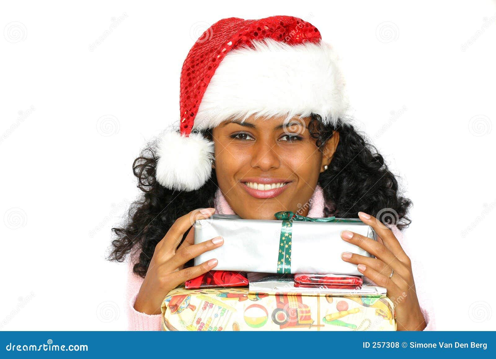 Menina brasileira bonita com chapéu de Santa
