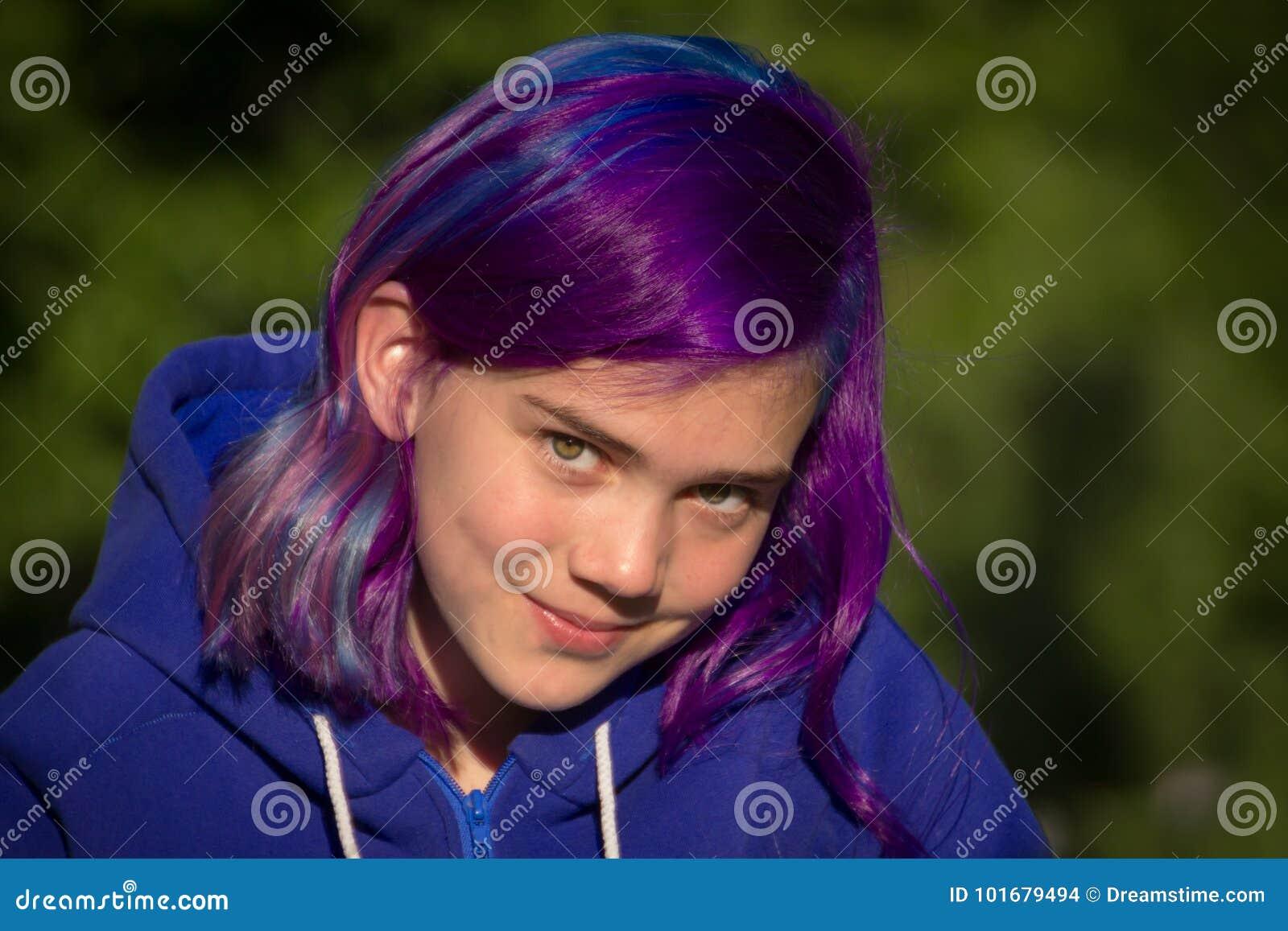 Menina com cabelo extremo