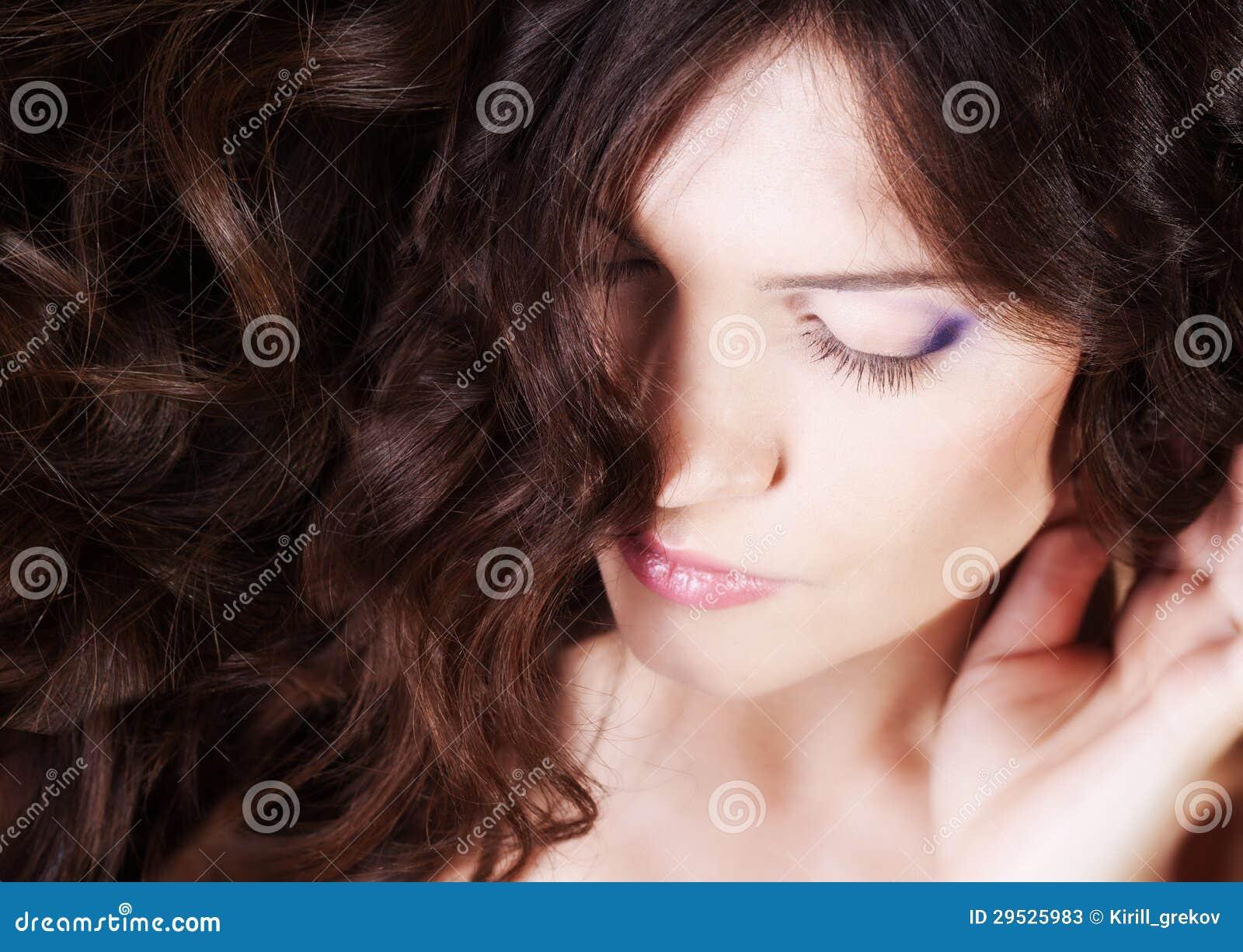 Menina com cabelo longo
