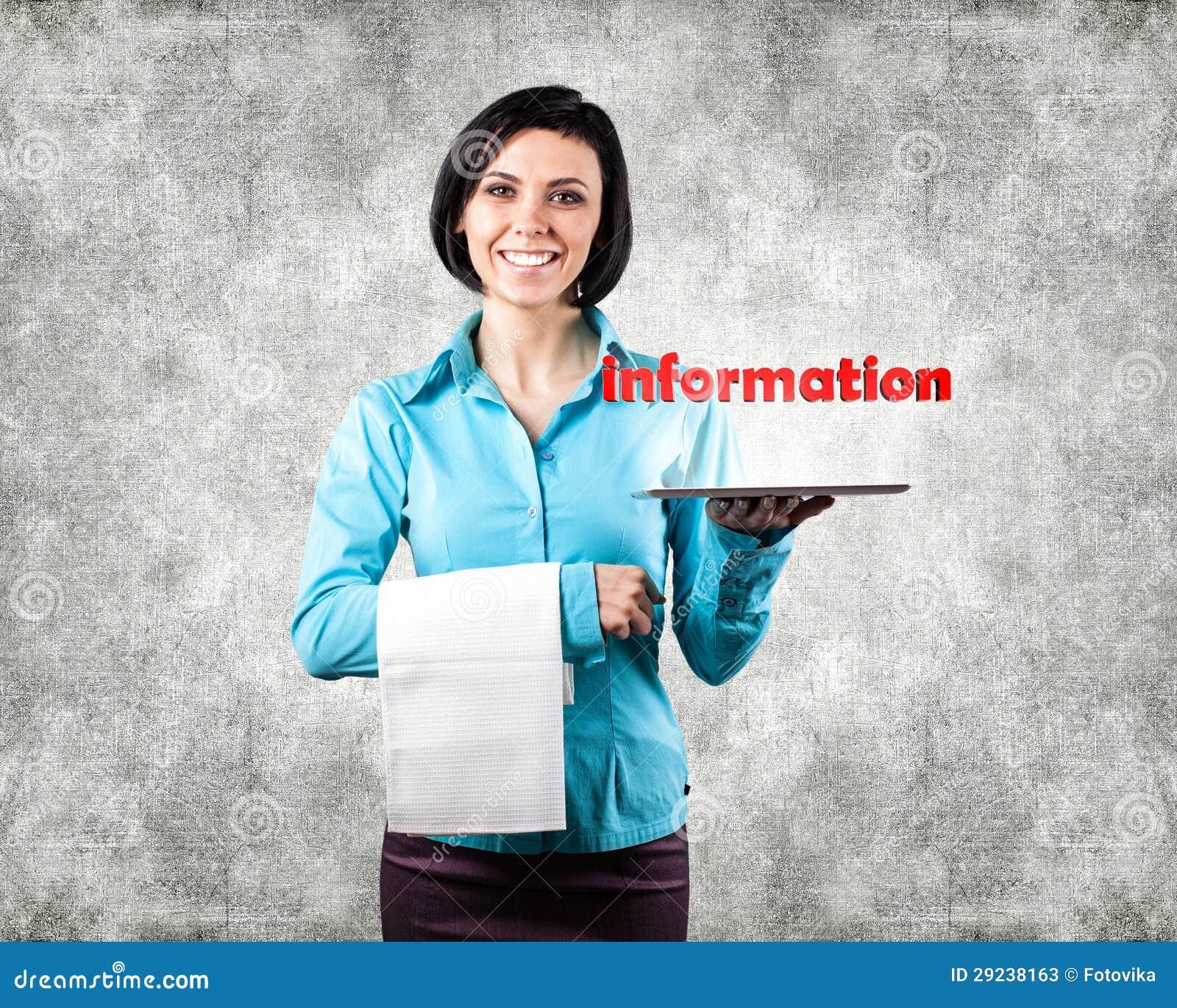 Download Menina com um computador imagem de stock. Imagem de serviço - 29238163