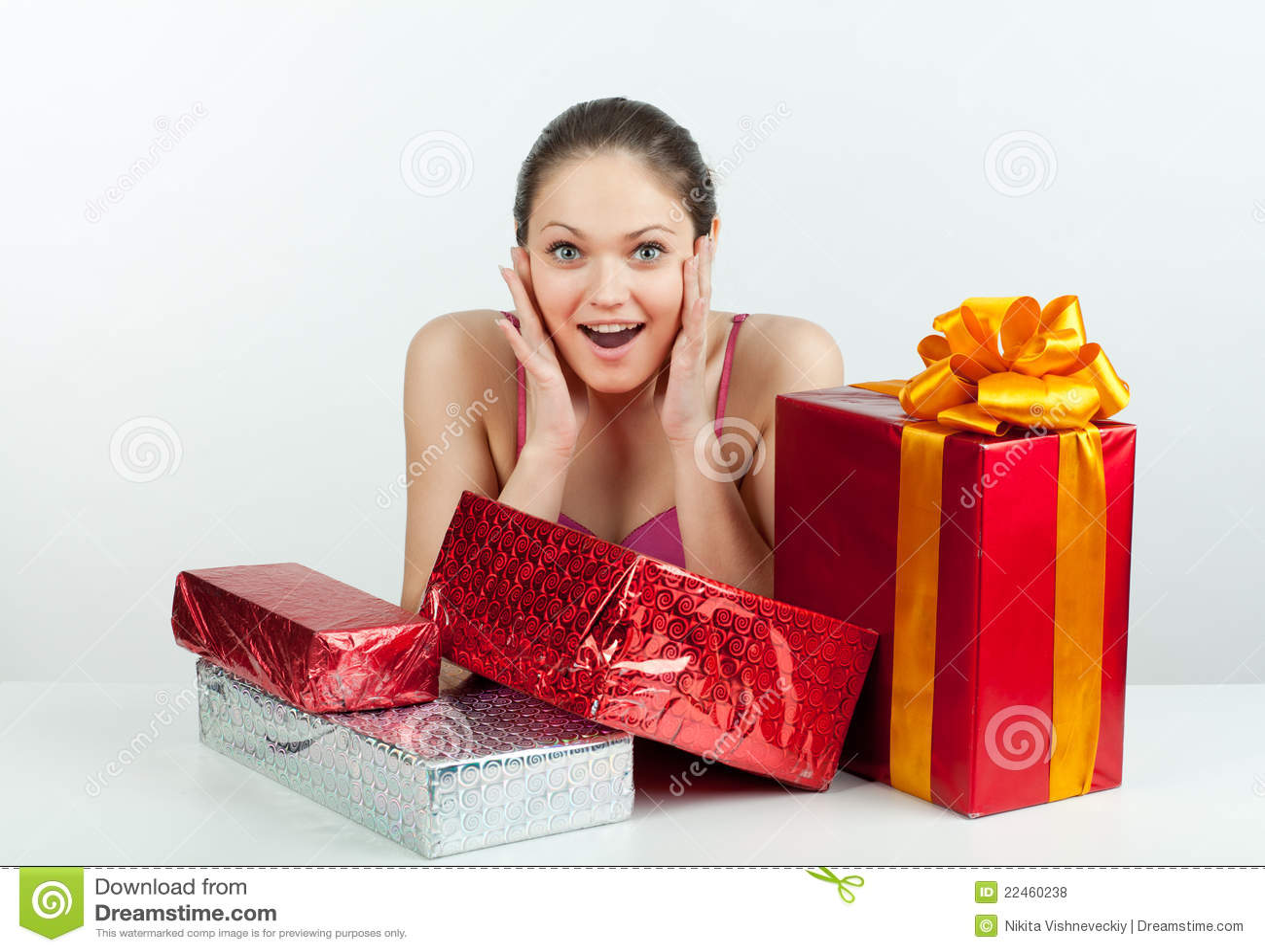 Menina com um presente