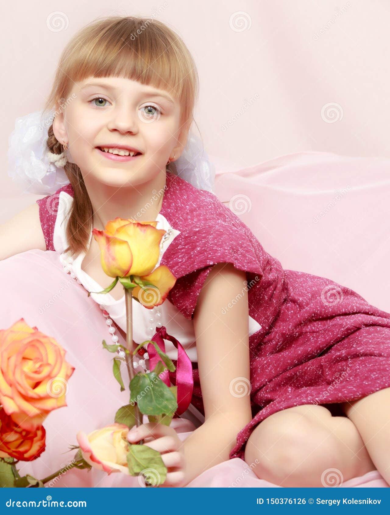 Menina com um ramalhete de rosas de ch?