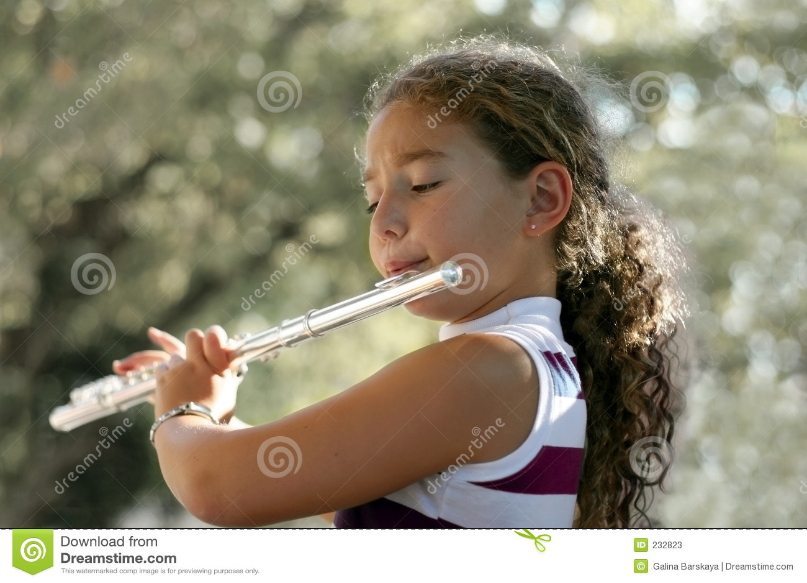 Menina com uma flauta