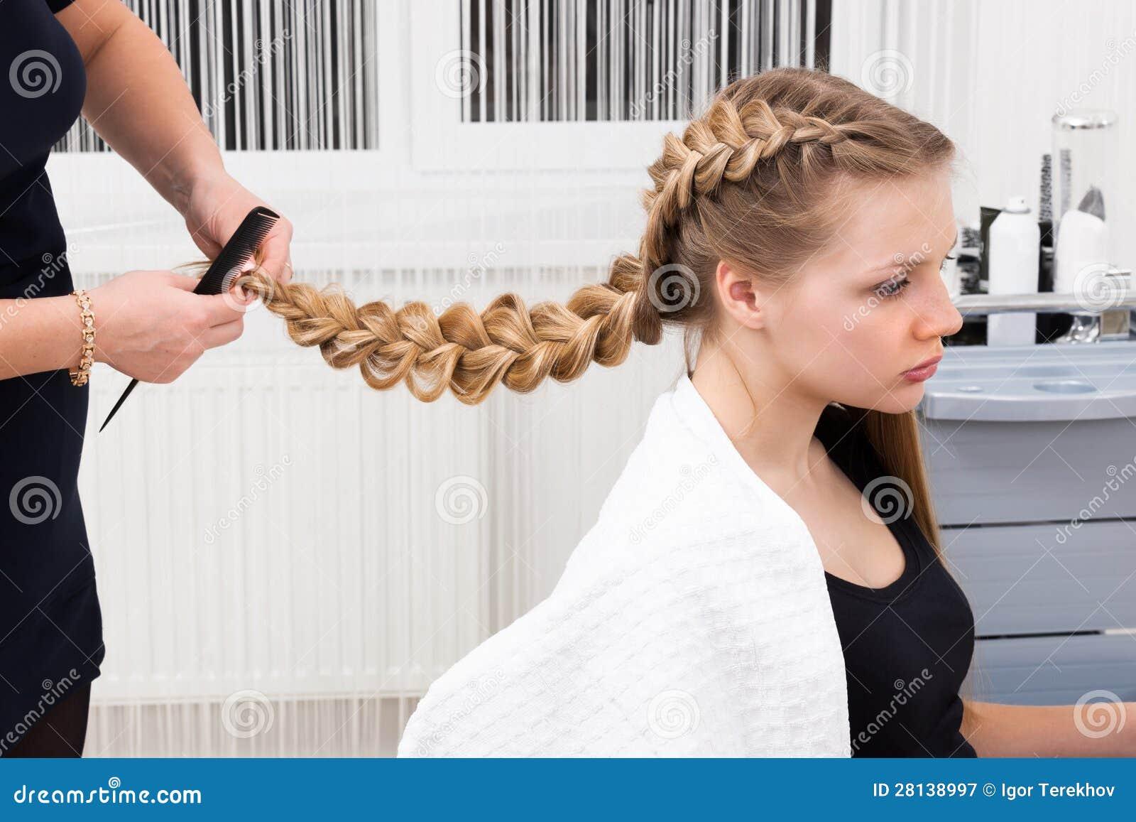 Menina da trança do Weave