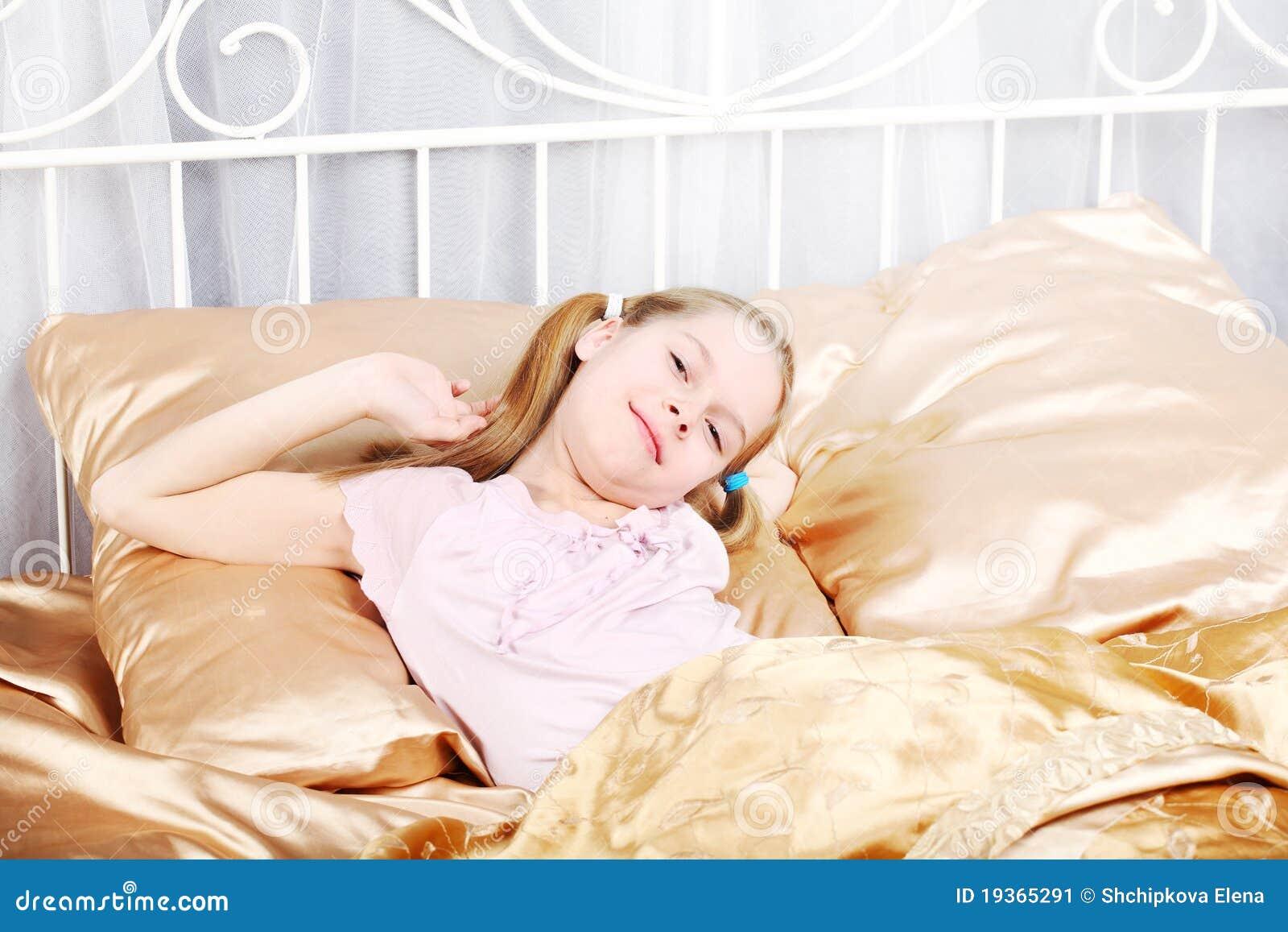 A menina de dez anos acordou