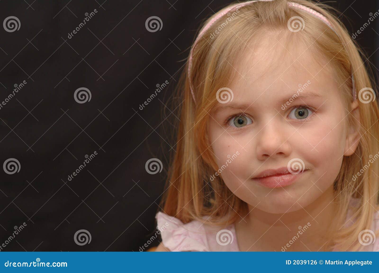 Menina de olhos bem abertos