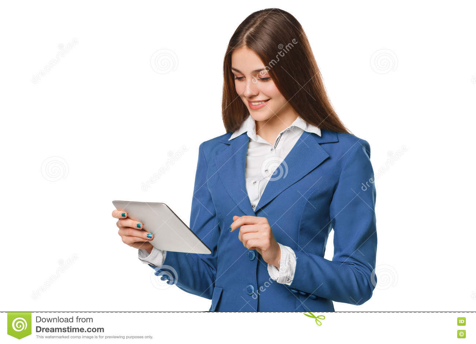 Menina de sorriso atrativa no terno azul usando a tabuleta Mulher com o PC da tabuleta, isolado no fundo branco
