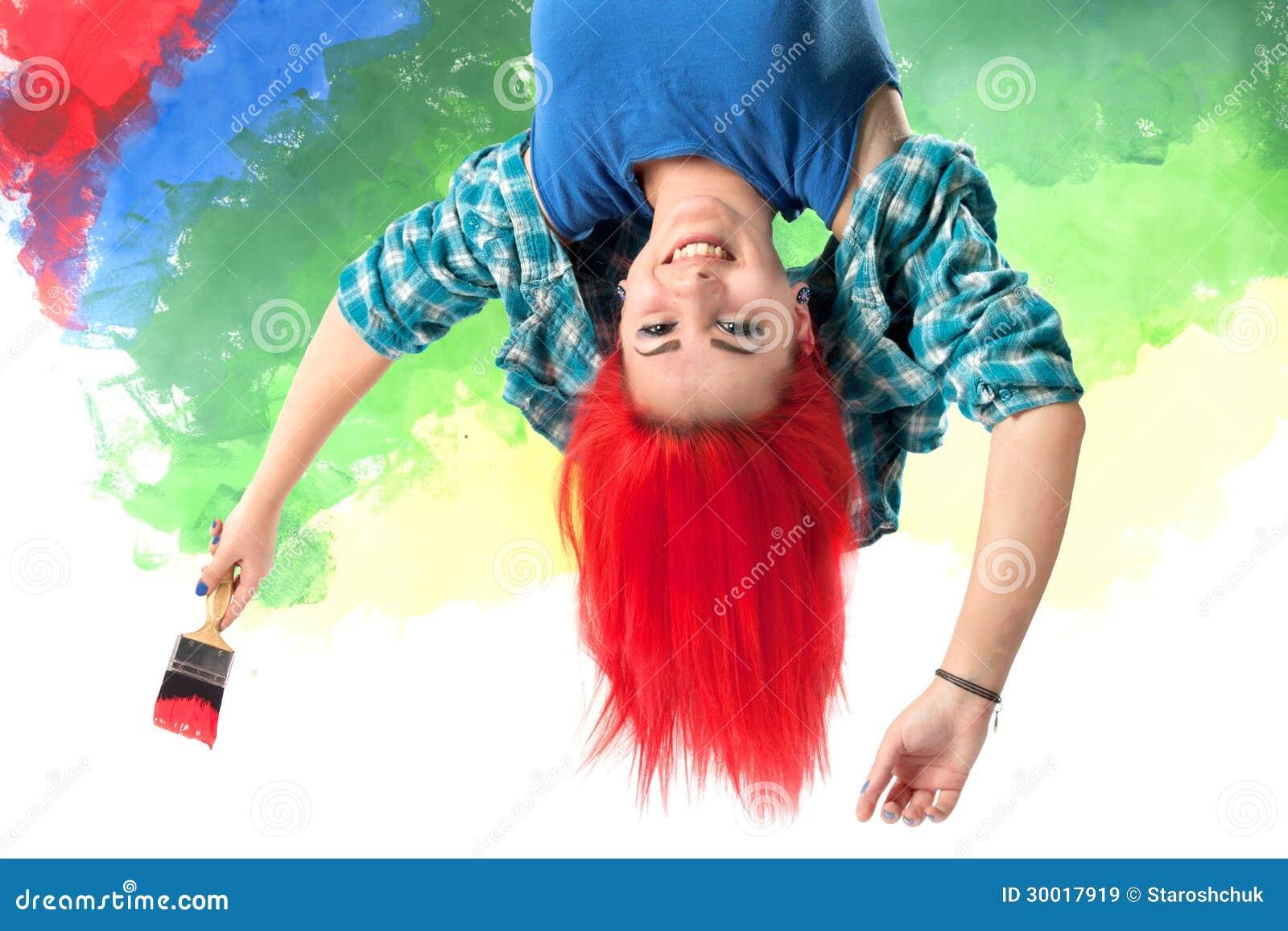 Menina com cabelo vermelho brilhante