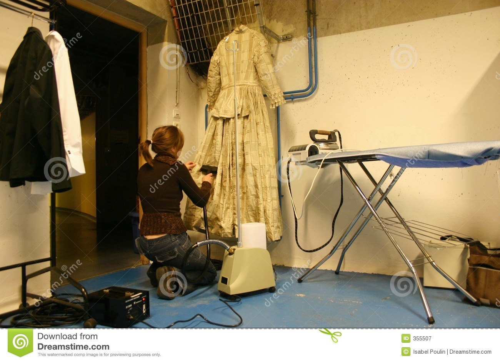 Menina do aparelhador em um teatro