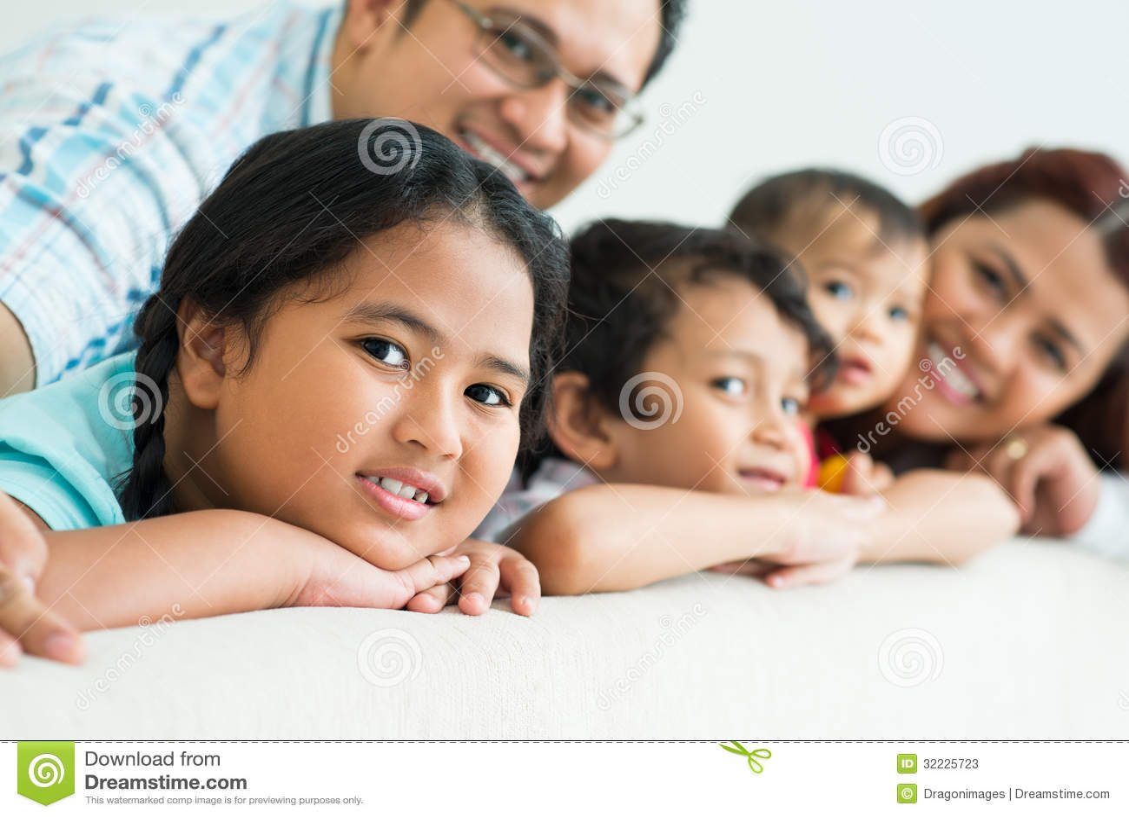 Download Menina doce imagem de stock. Imagem de encantador, crianças - 32225723