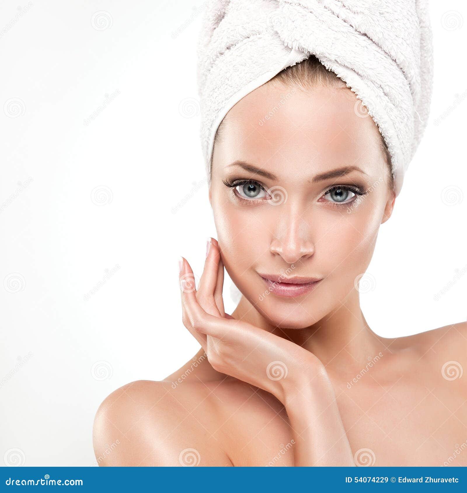 Menina dos termas com pele limpa