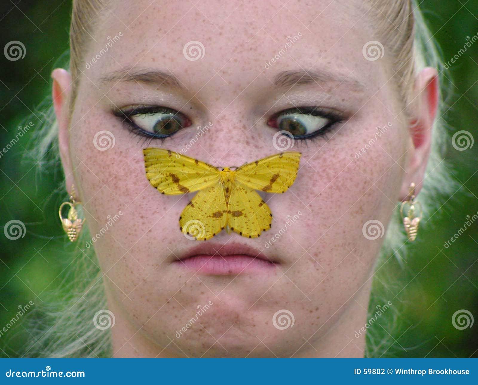 Menina e borboleta