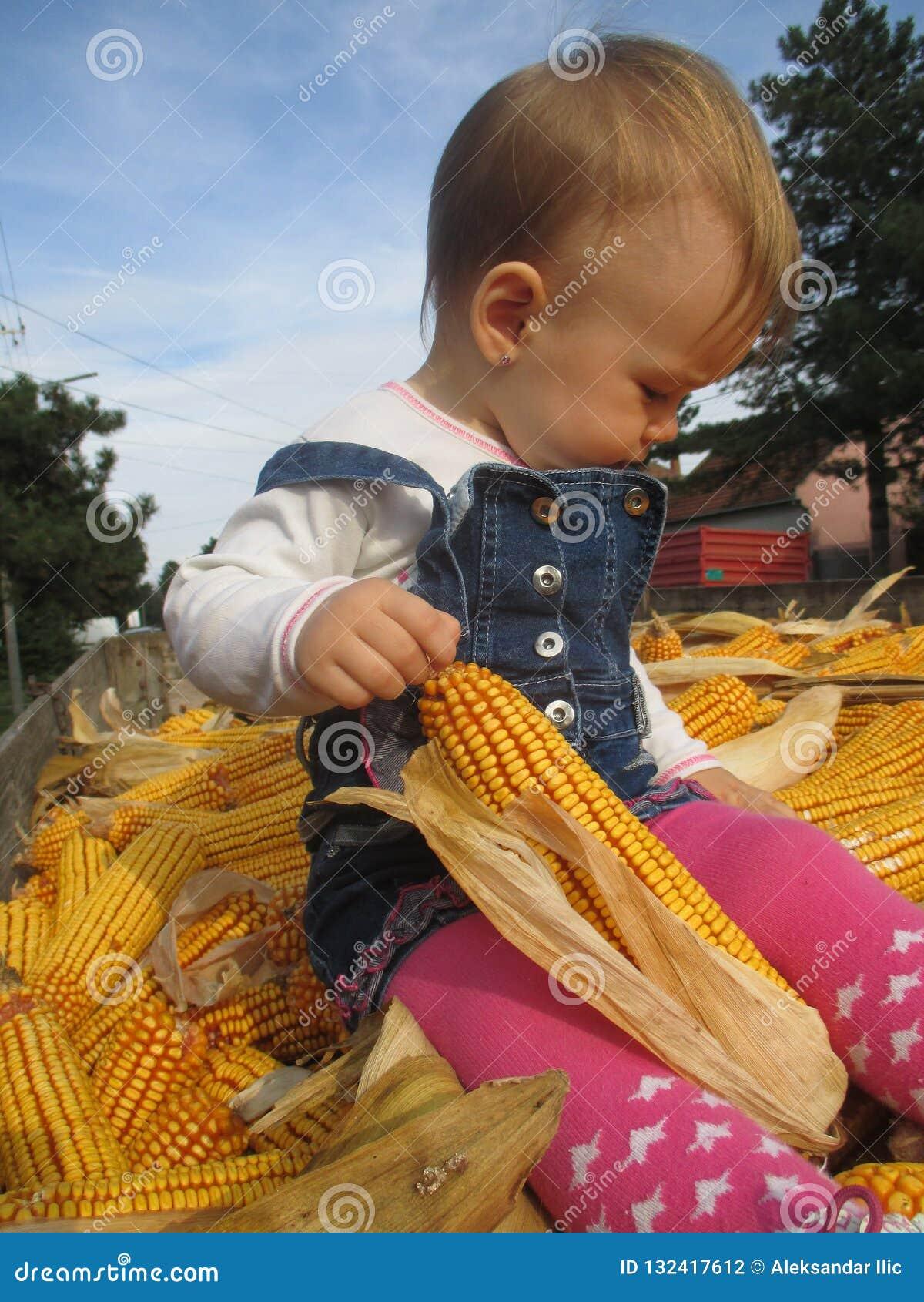 Menina e do milho