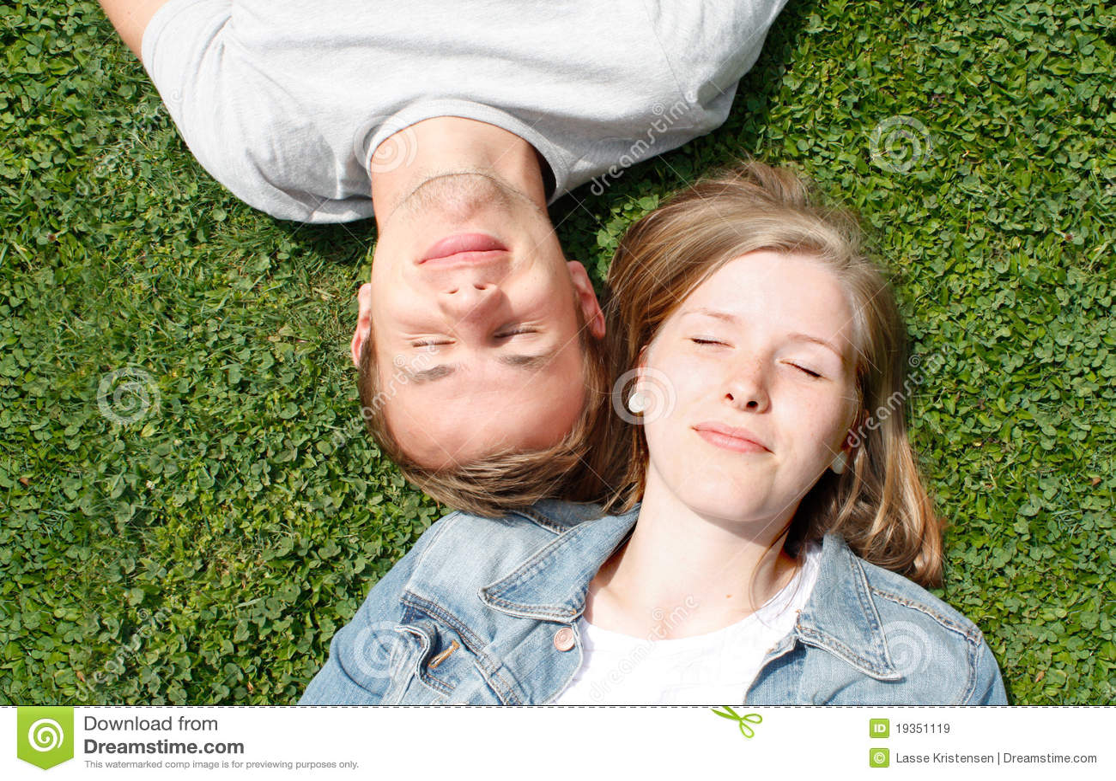 Menina e menino felizes