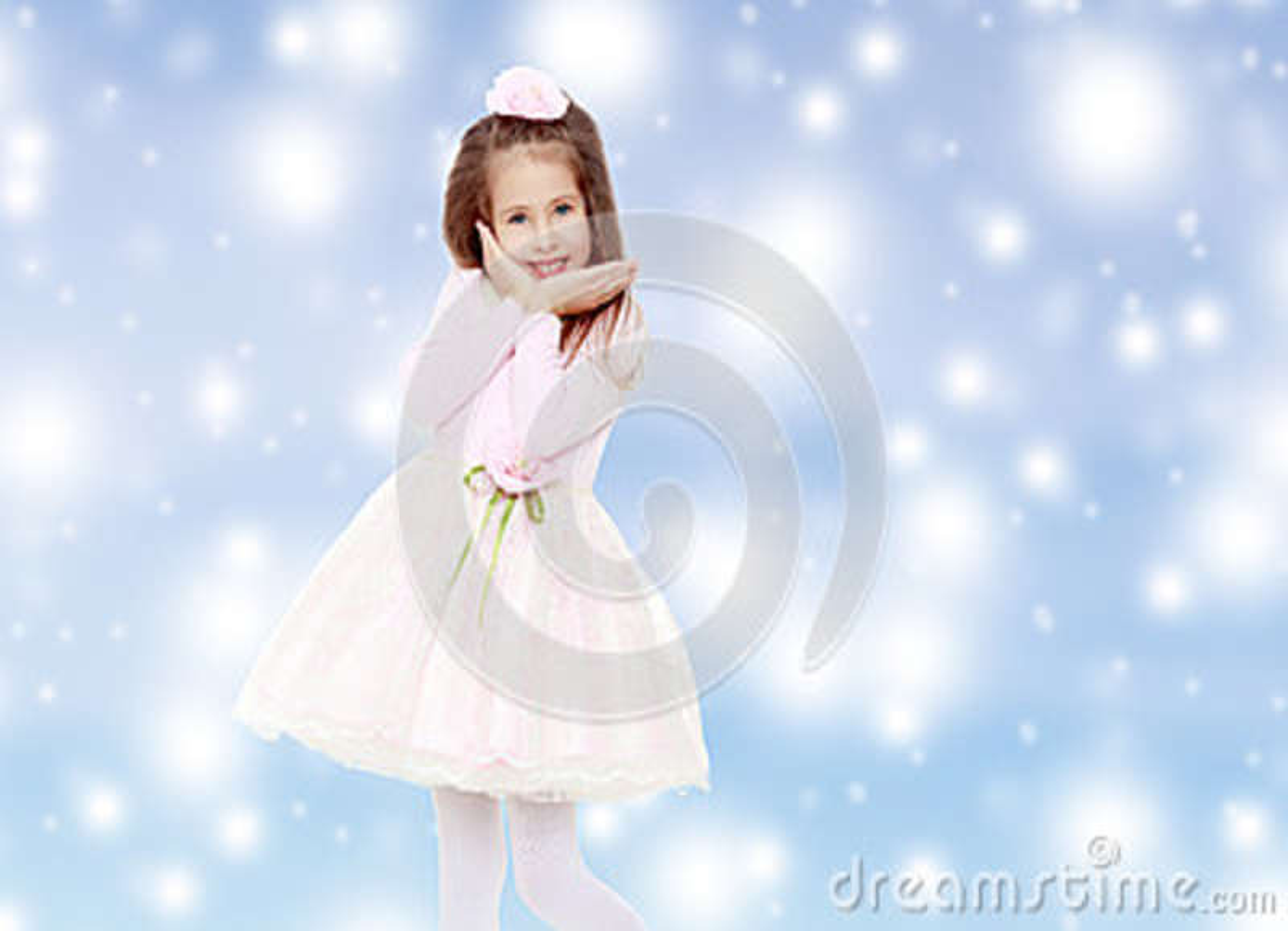 Menina elegante em um vestido cor-de-rosa