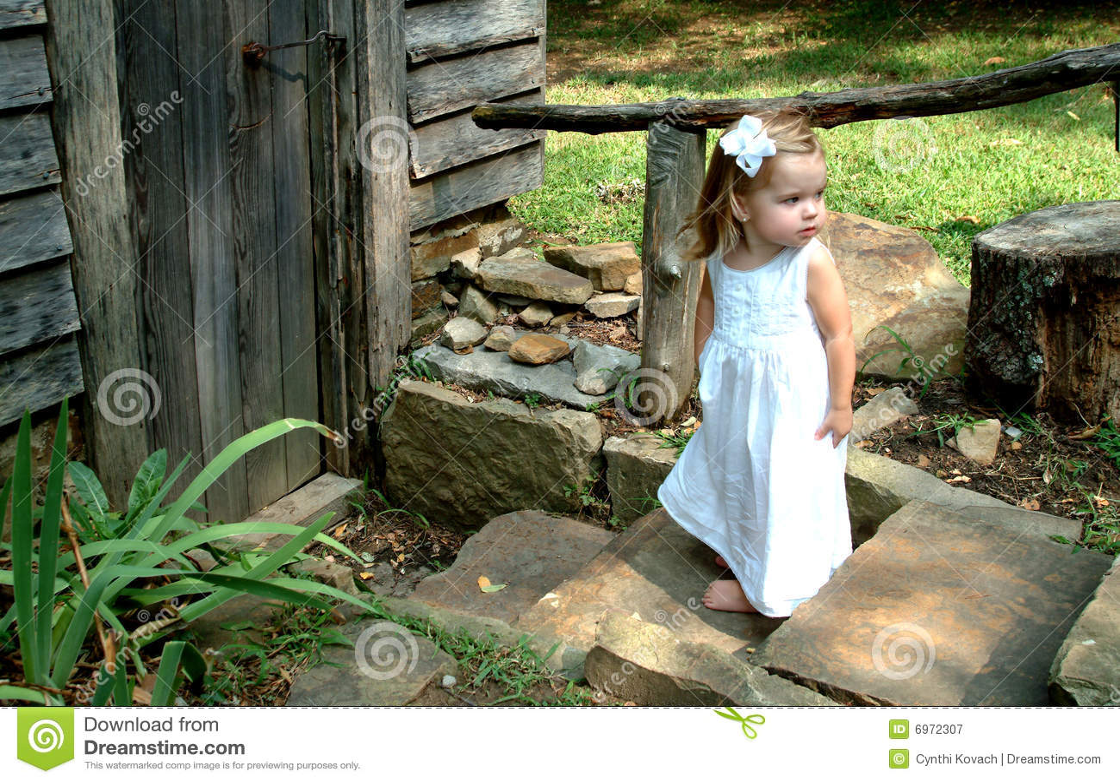 Menina em etapas da cabine