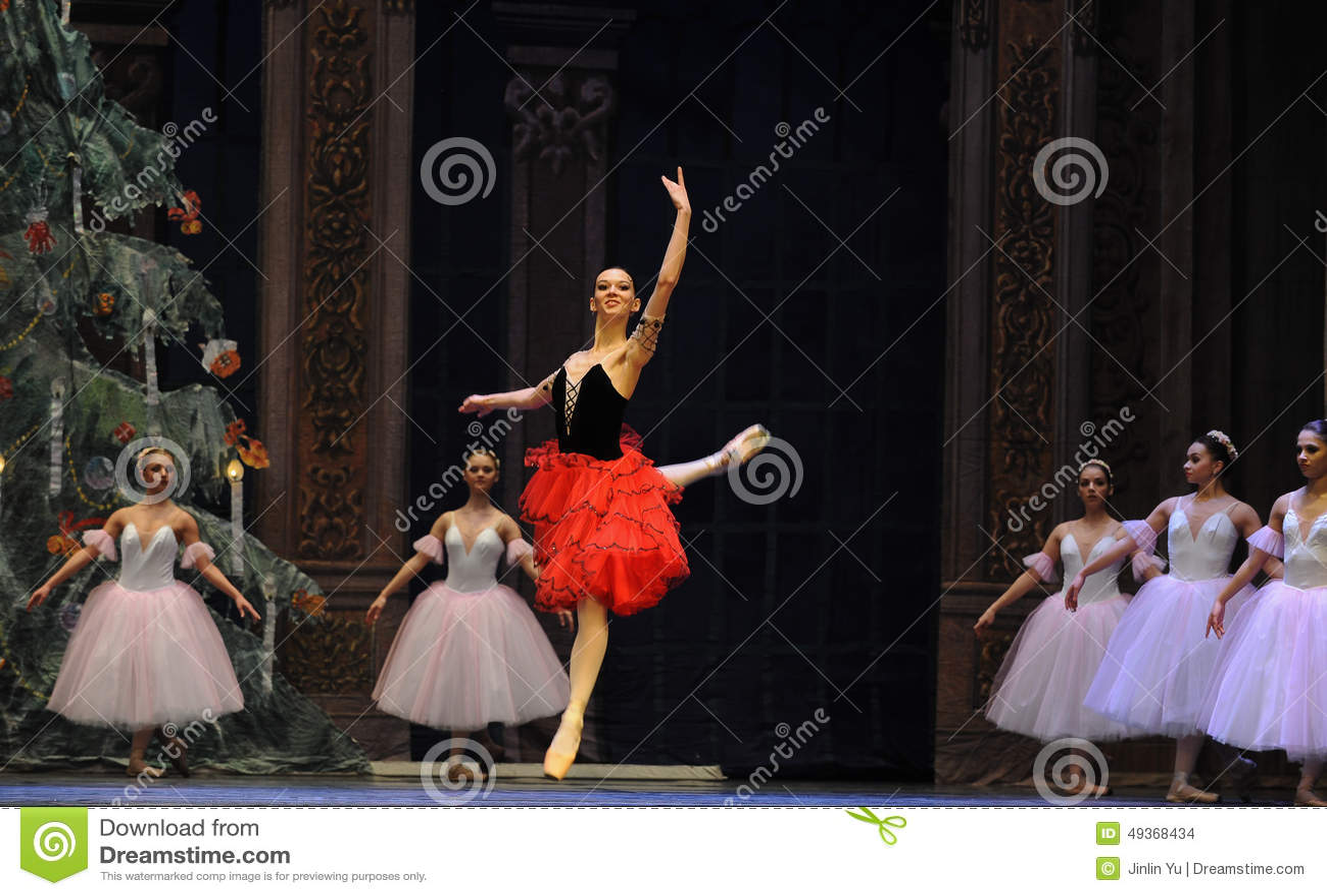 A menina espanhola do estilo o segundo do ato reino dos doces do campo em segundo - a quebra-nozes do bailado