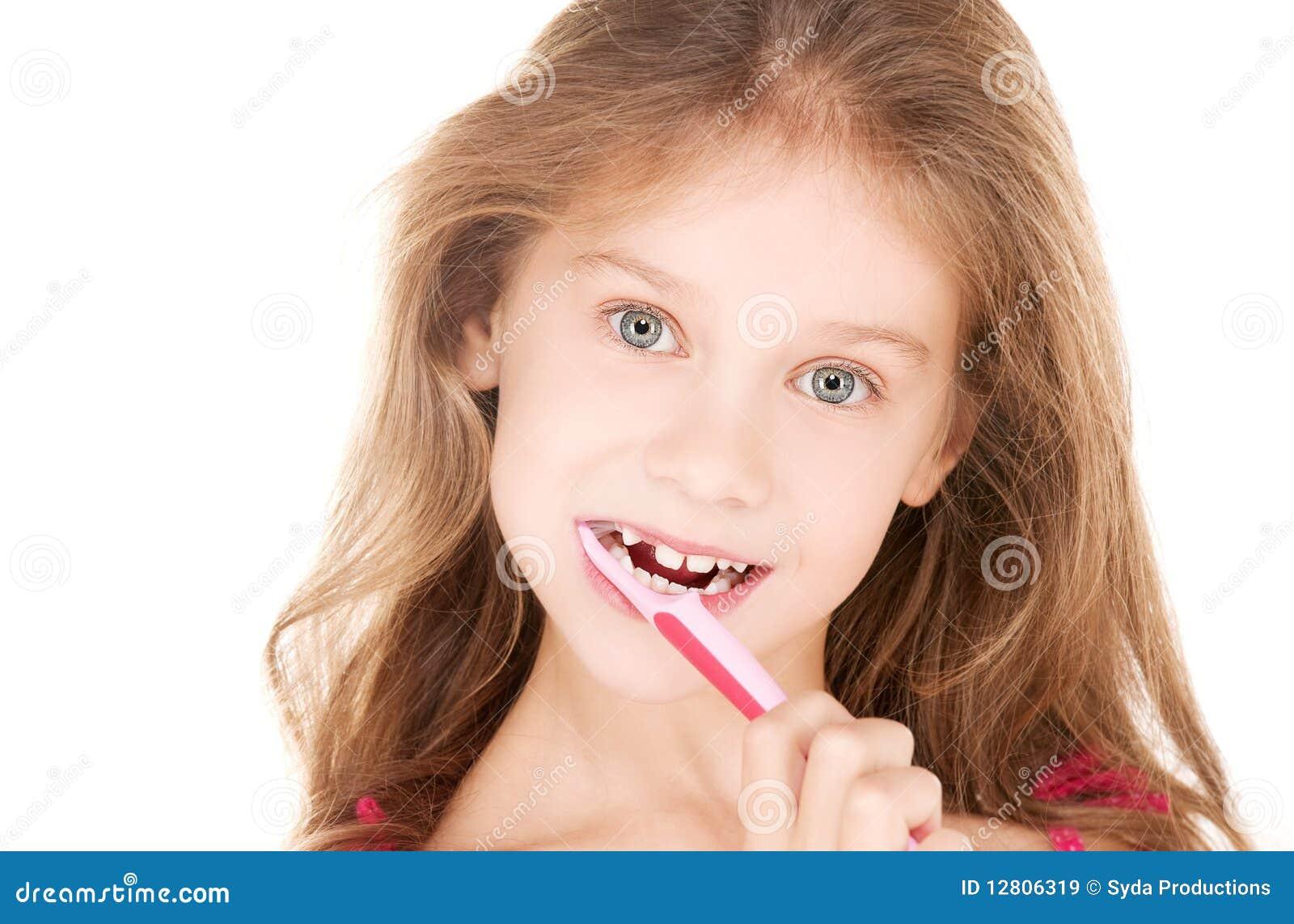 Menina feliz com toothbrush