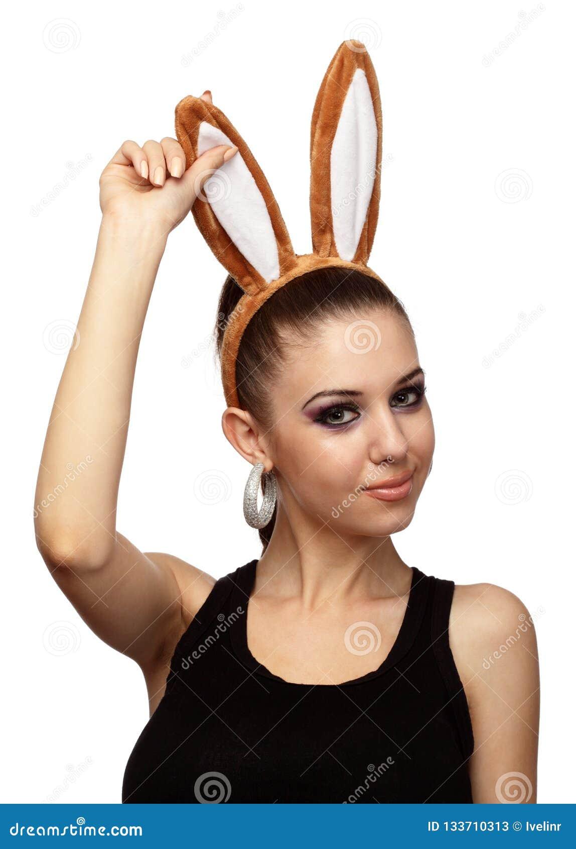 Menina festiva com Bunny Ears Celebrating Easter Holiday