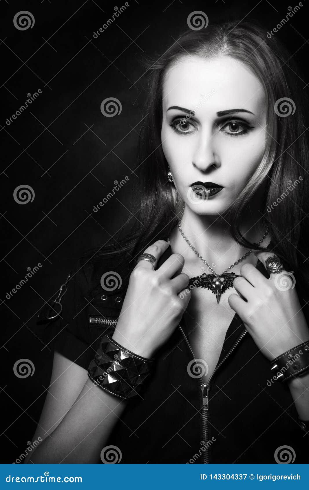 Menina gótico do ruivo