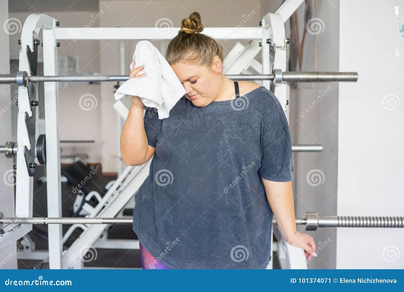 Menina gorda em um gym