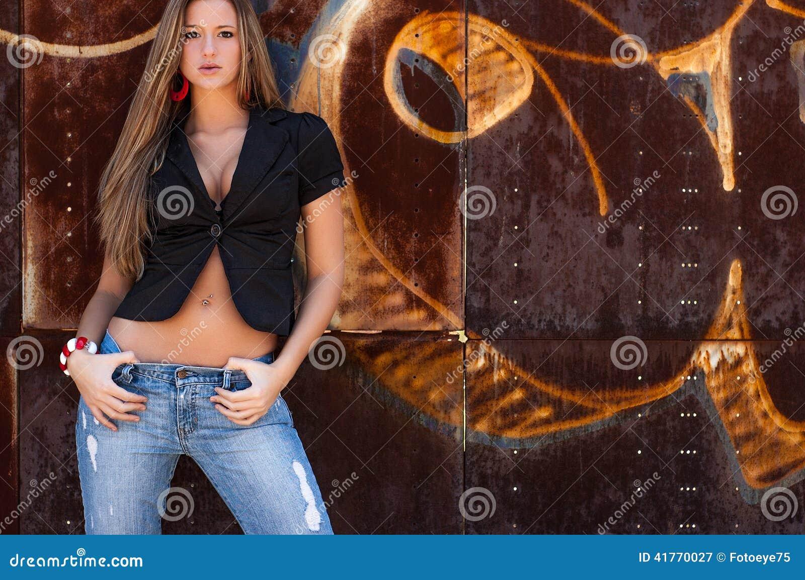 Menina loura suja  sexy