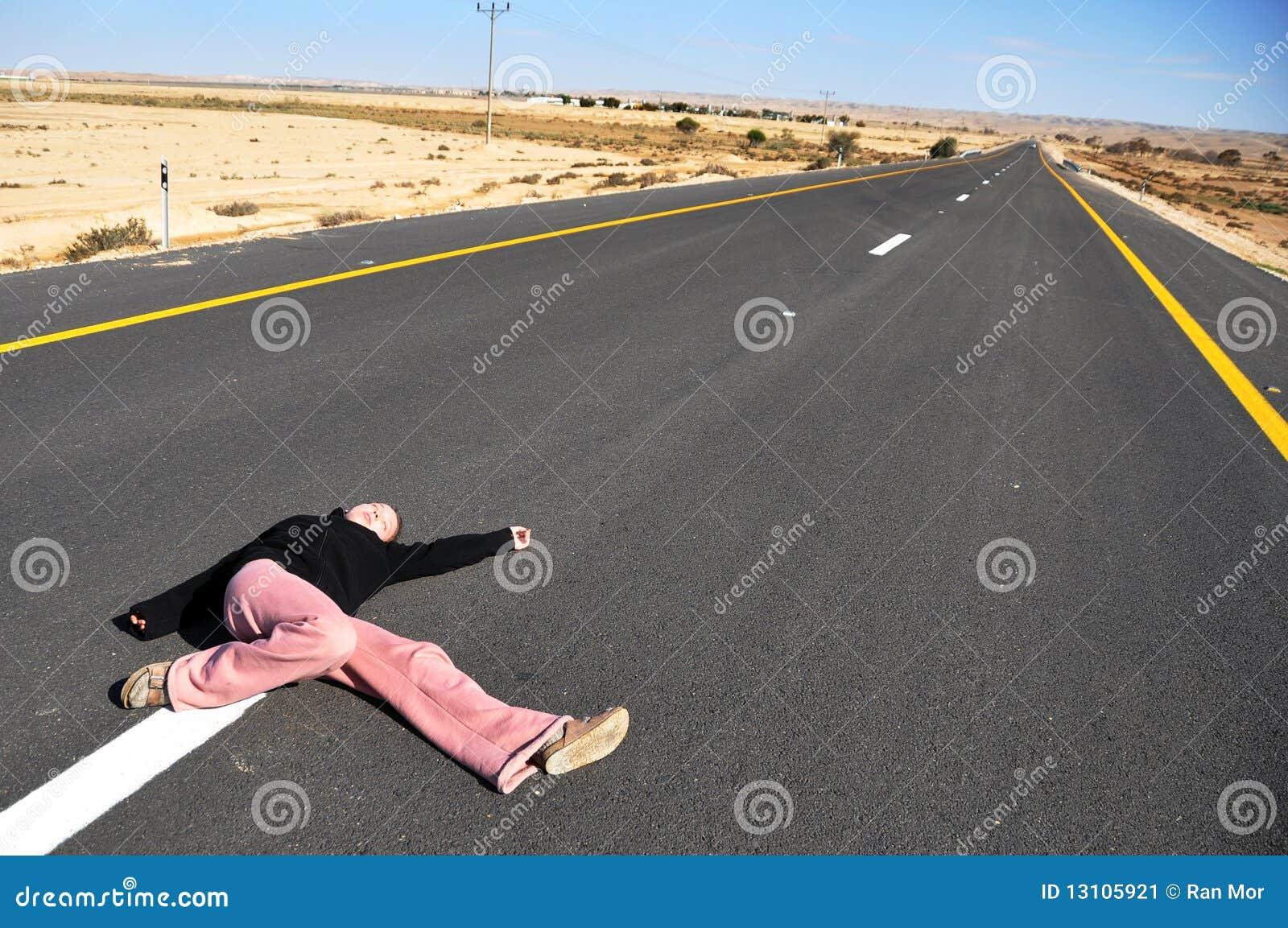 Menina na estrada