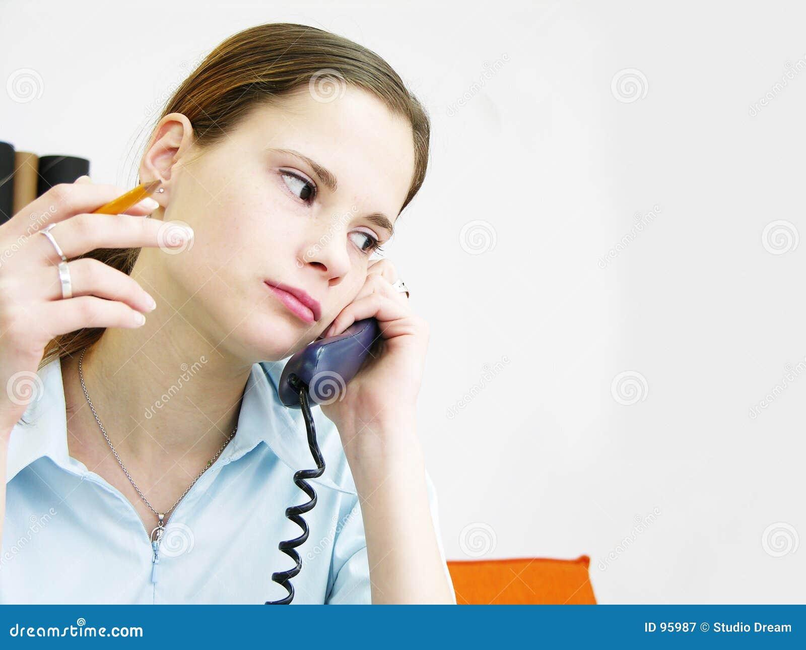 Menina no telefone 2