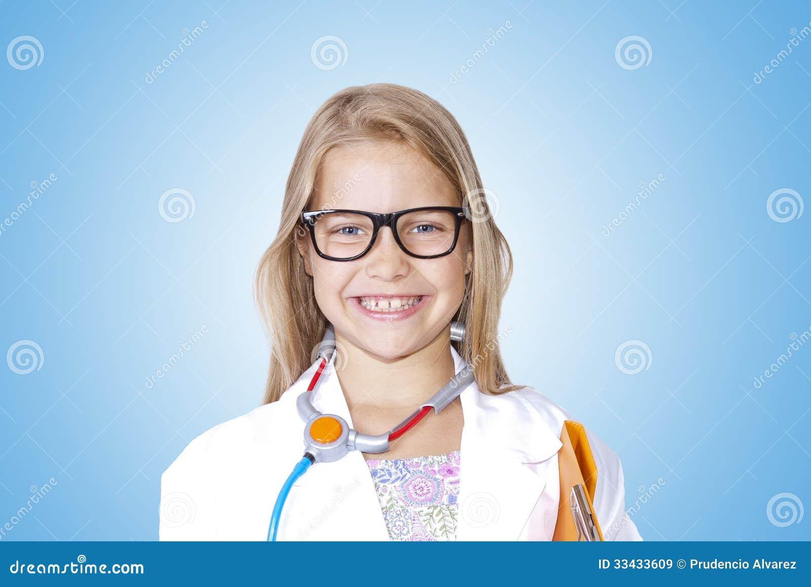Menina no traje do doutor