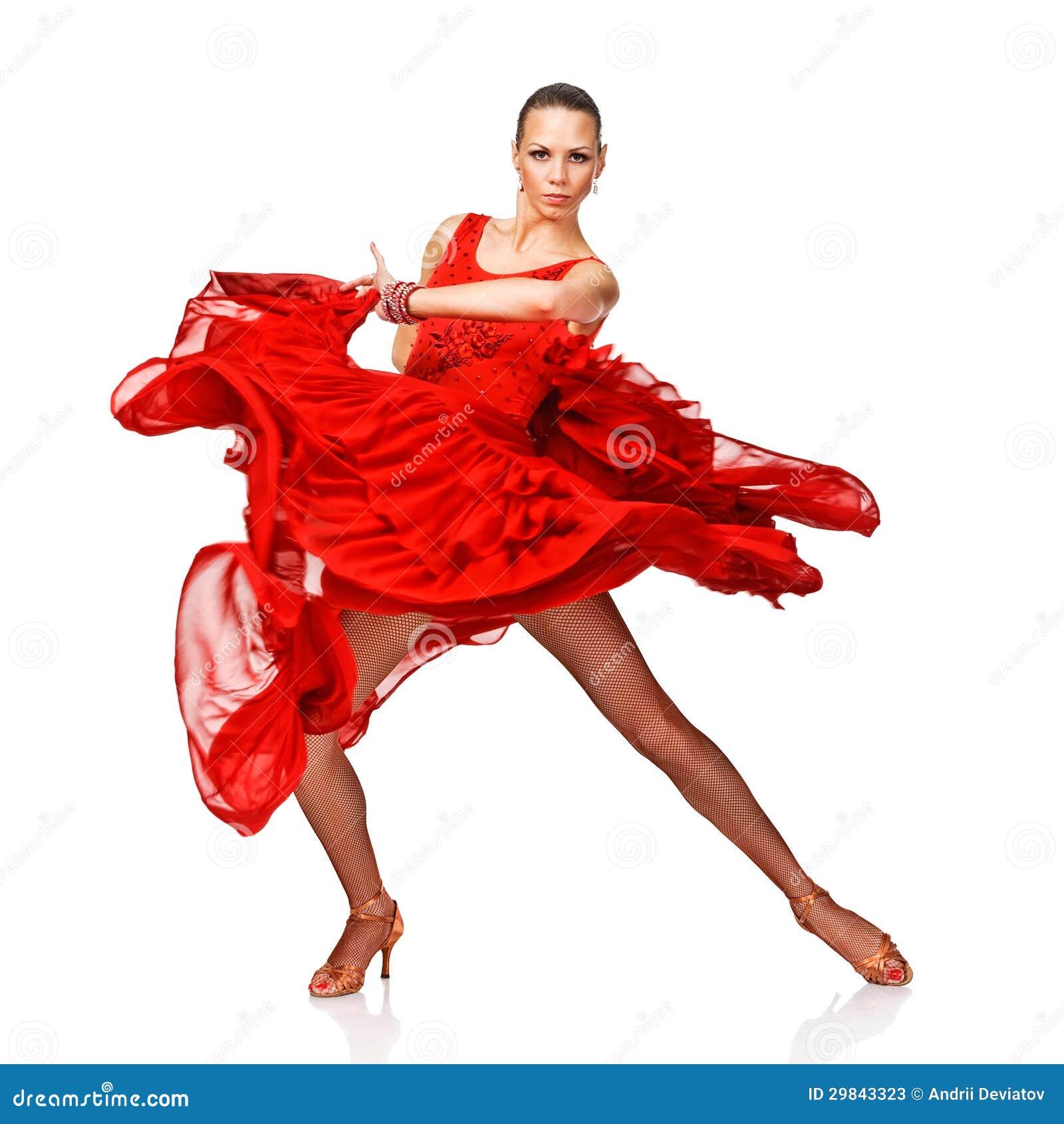 Menina nova e atrativa do latino no vestido vermelho