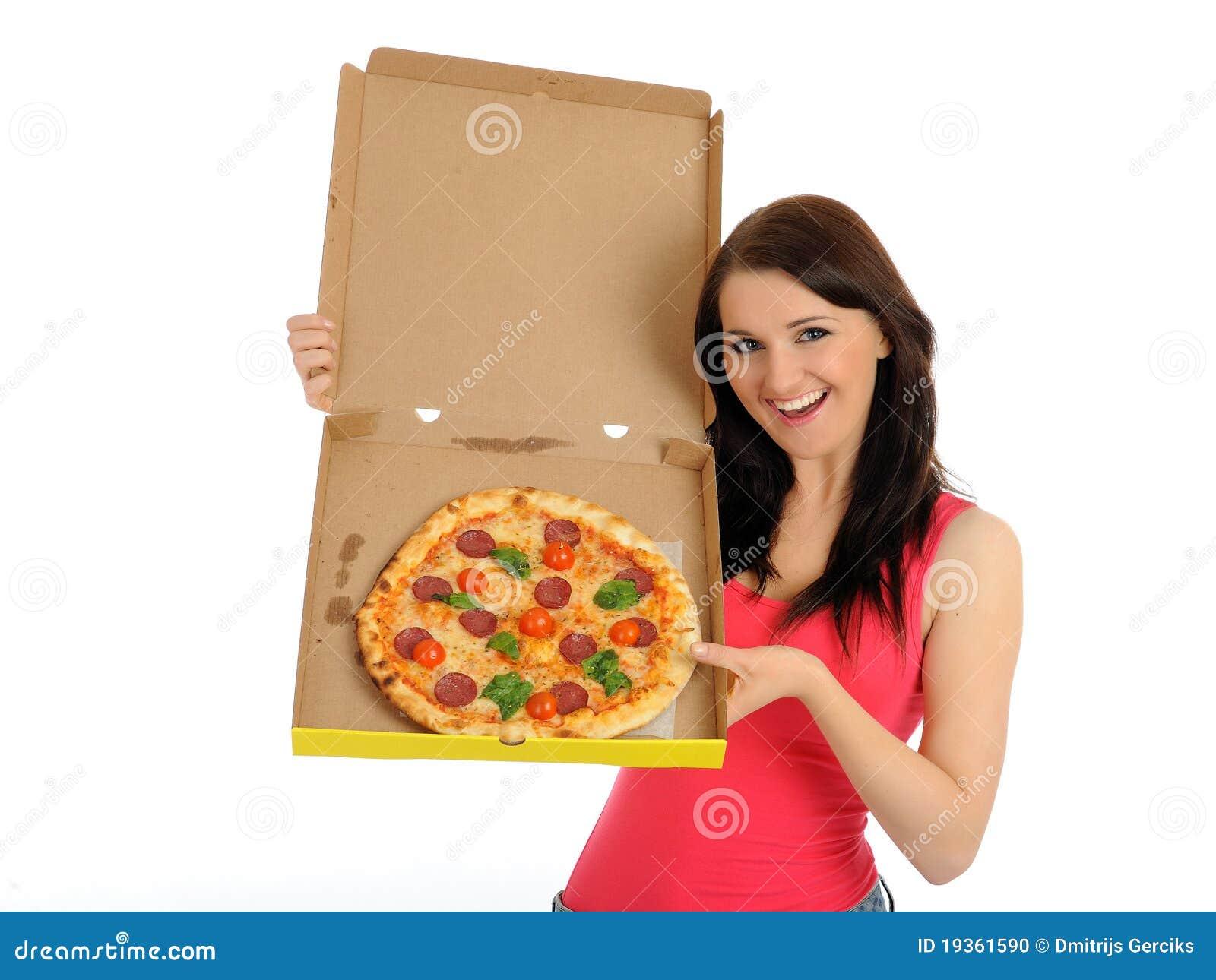 Menina ocasional consideravelmente nova com pizza saboroso