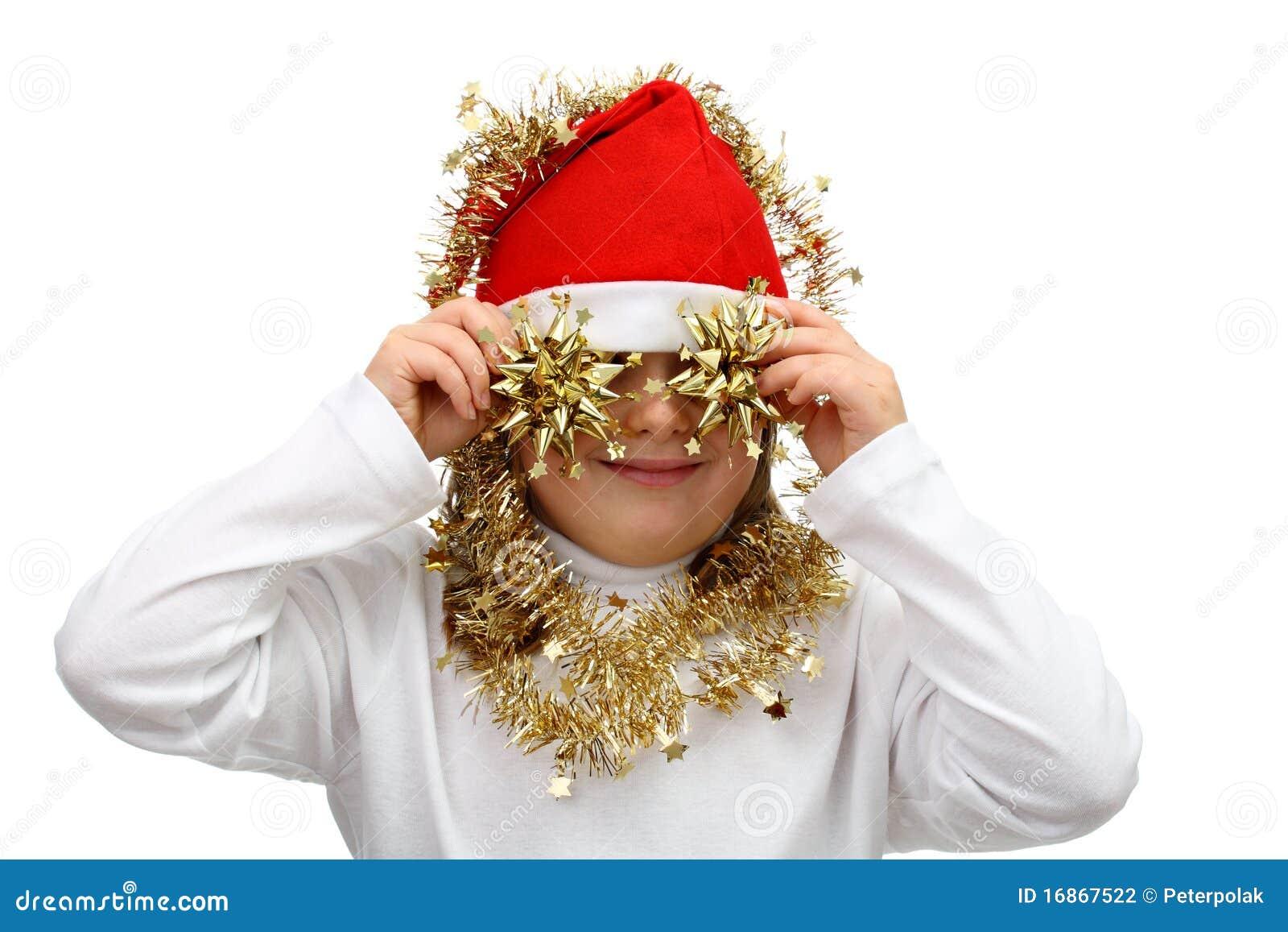 Menina pequena no chapéu vermelho de Santa com correntes douradas