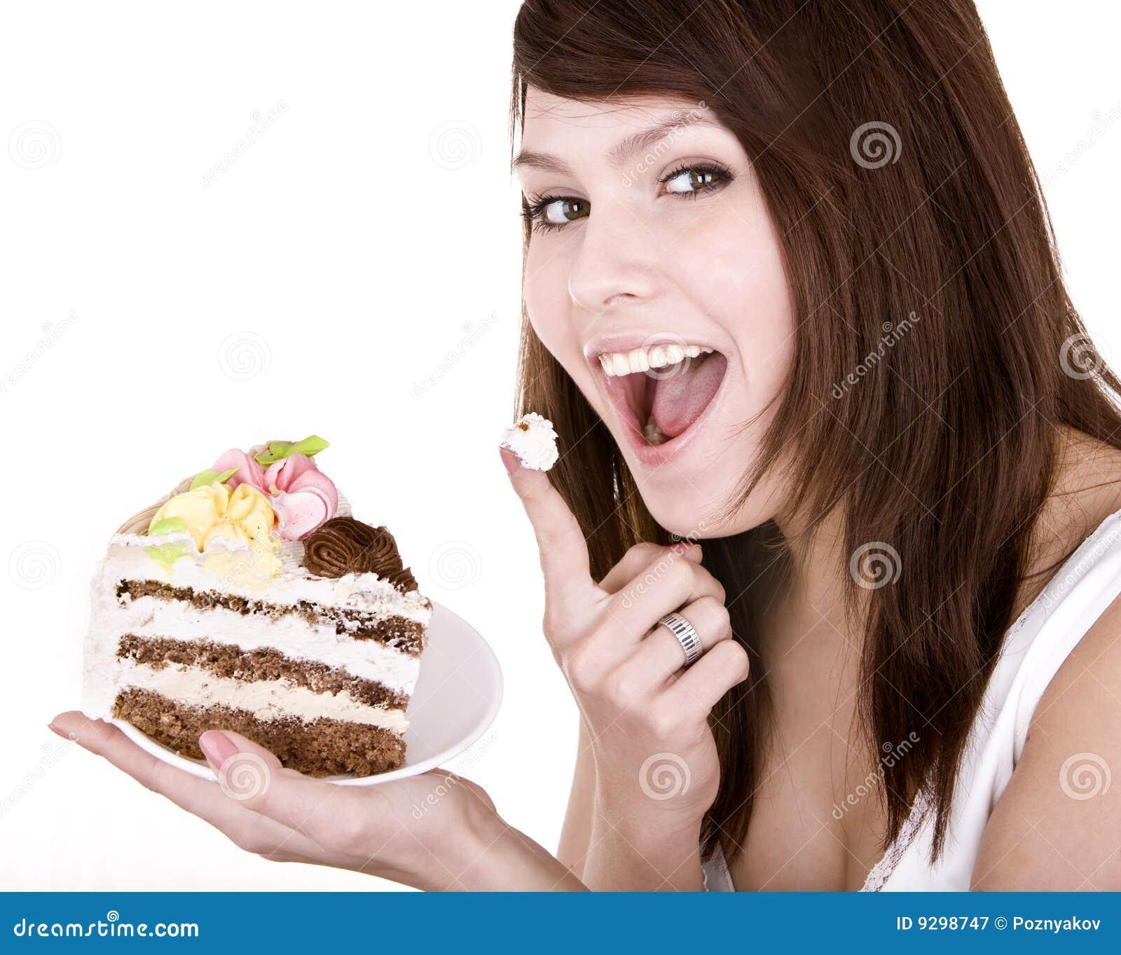 Menina que come a parte de bolo.