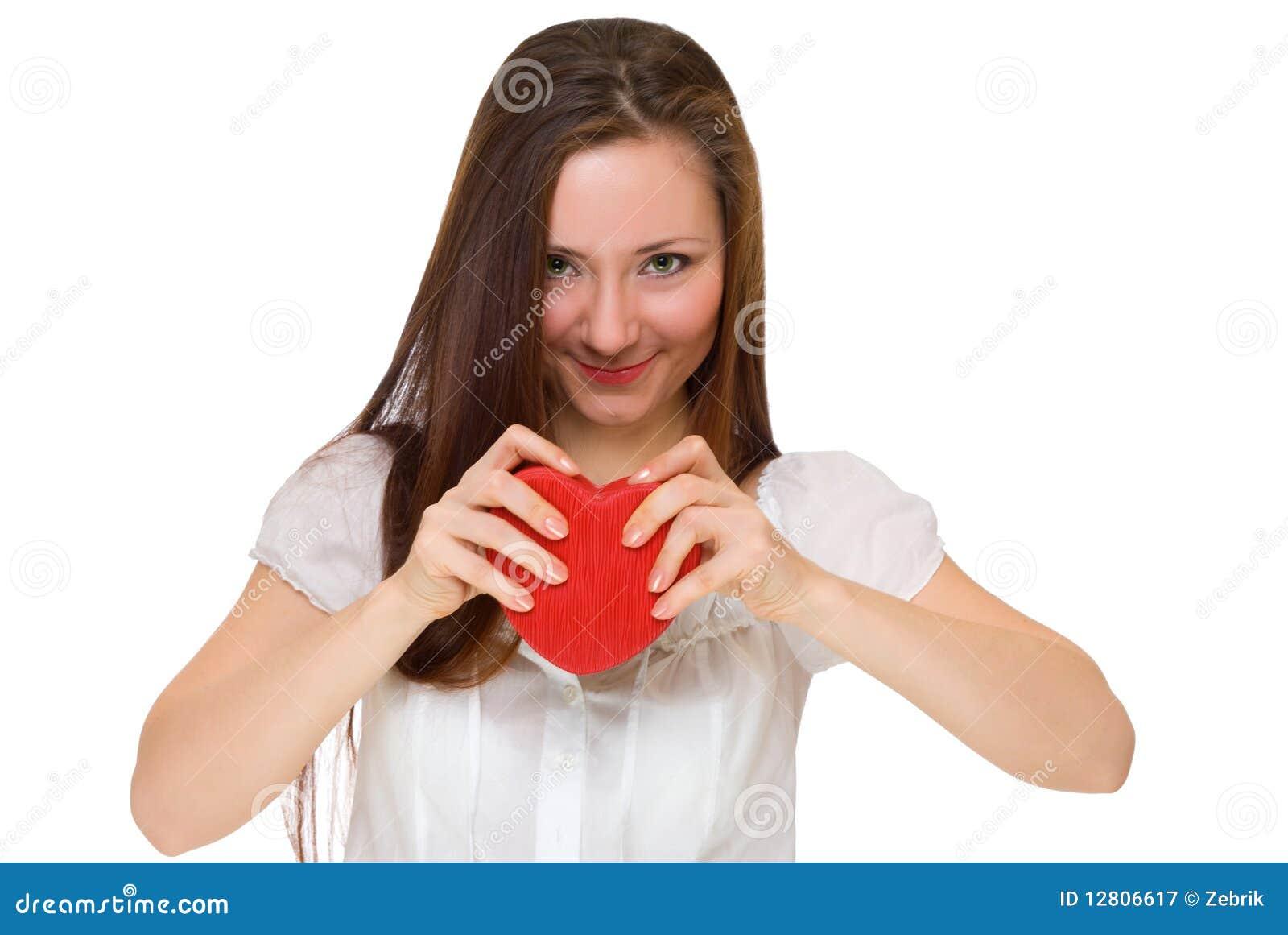 A menina quebrou o coração vermelho