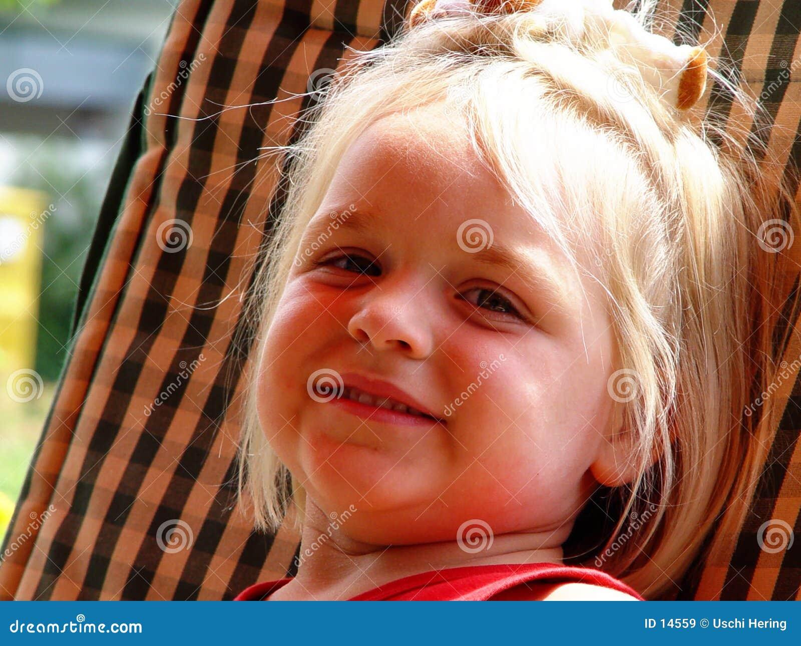 Menina, sorrindo