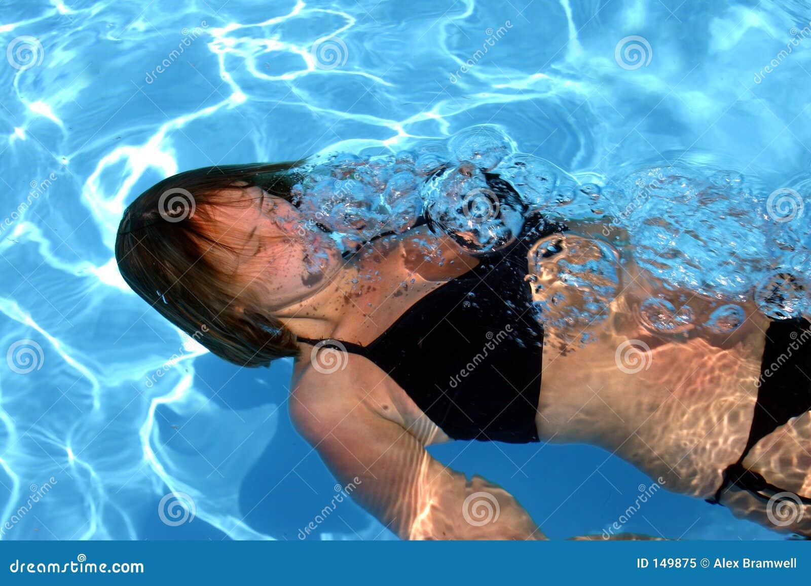Menina subaquática