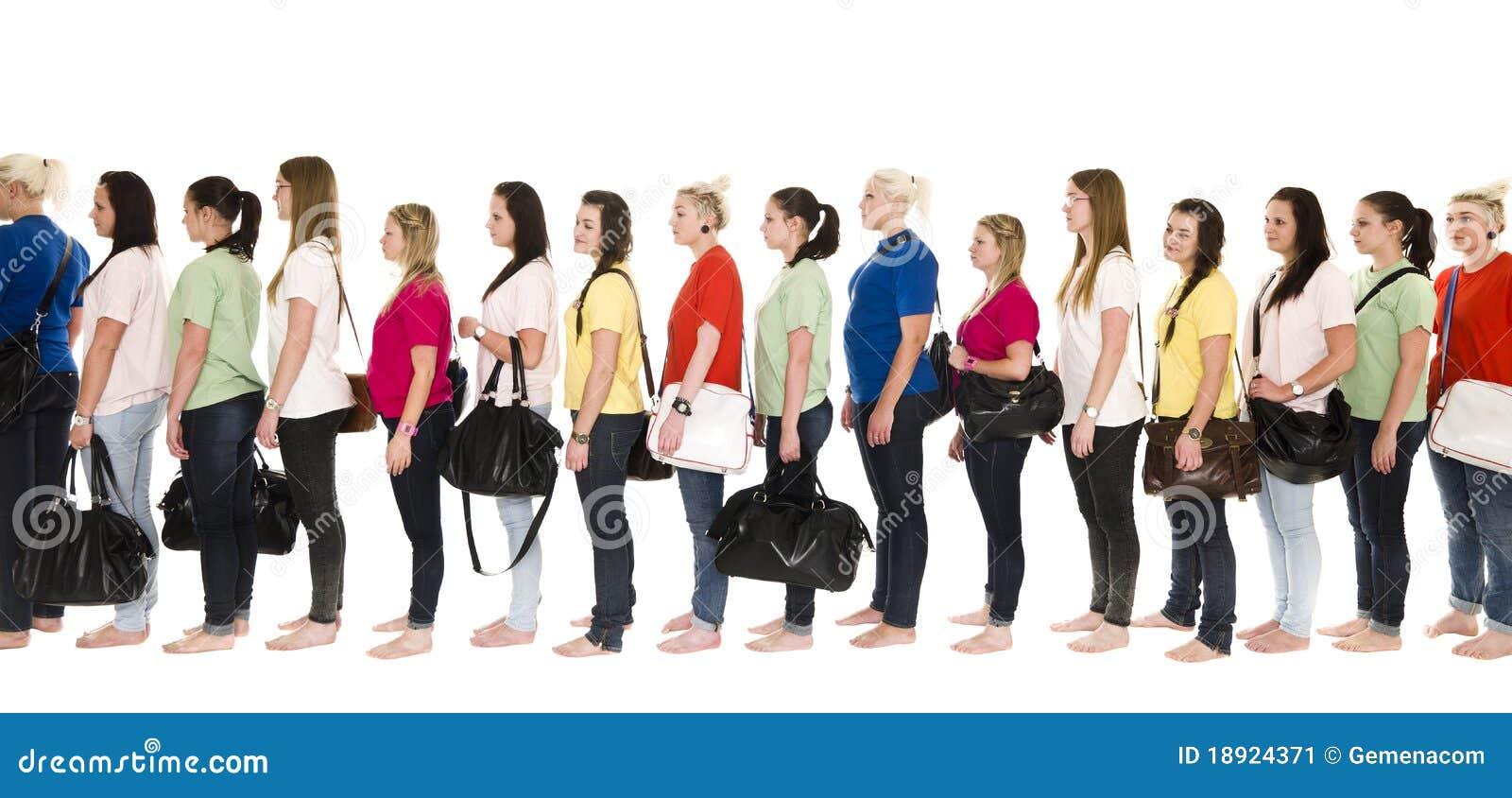 Meninas em uma linha
