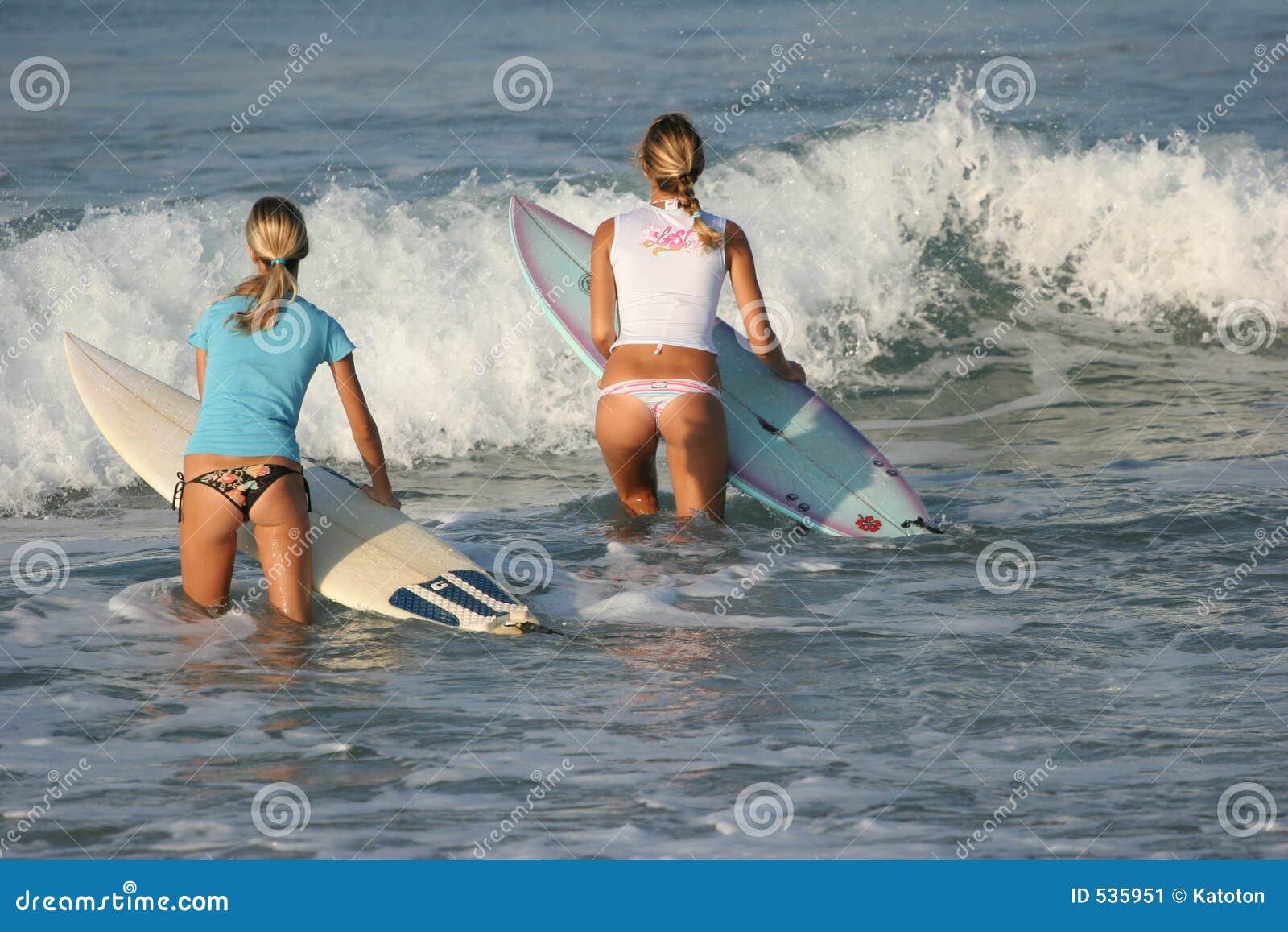 Meninas que vão à água