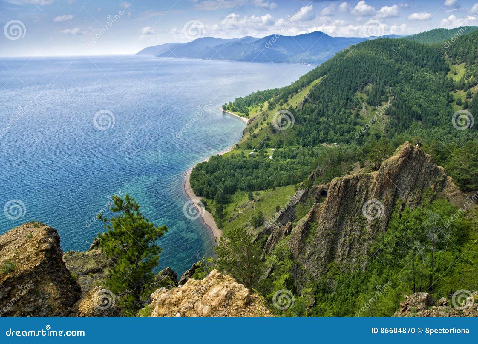 Mening boven groot mooi meer, het meer van Baikal, Rusland