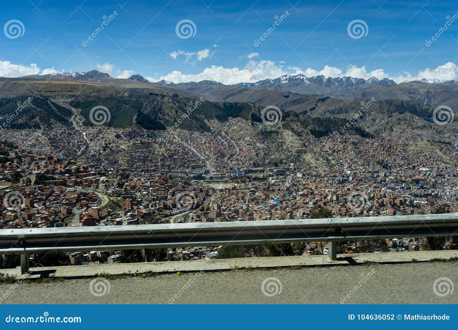 Download Mening Over La Paz Bolivia Van Straat Stock Foto - Afbeelding bestaande uit norm, kapitaal: 104636052