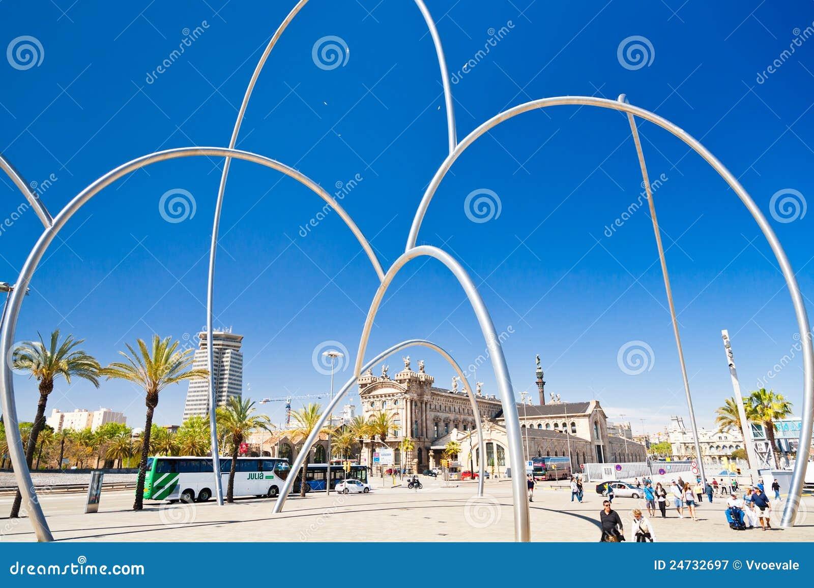 Mening over maritiem museum barcelona redactionele fotografie afbeelding 24732697 - Eigentijds standbeeldontwerp ...