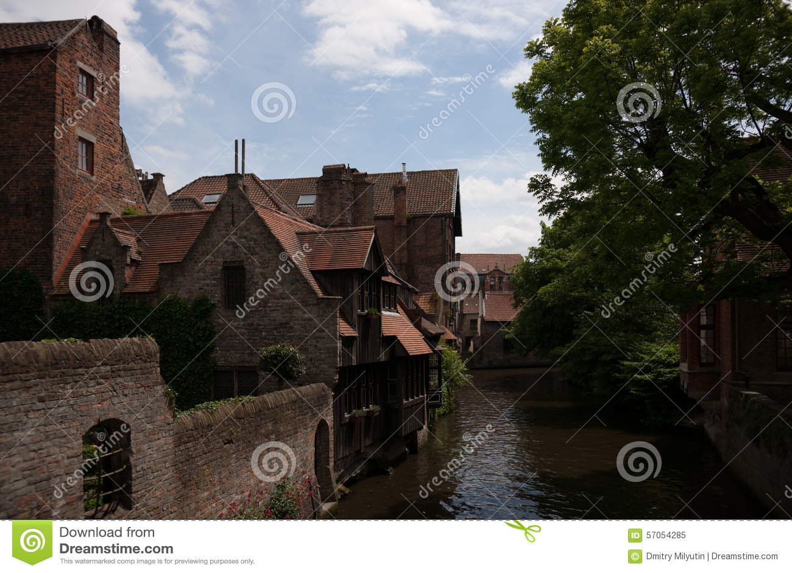 Mening over Middeleeuws Brugge dichtbij Onthaalkerk
