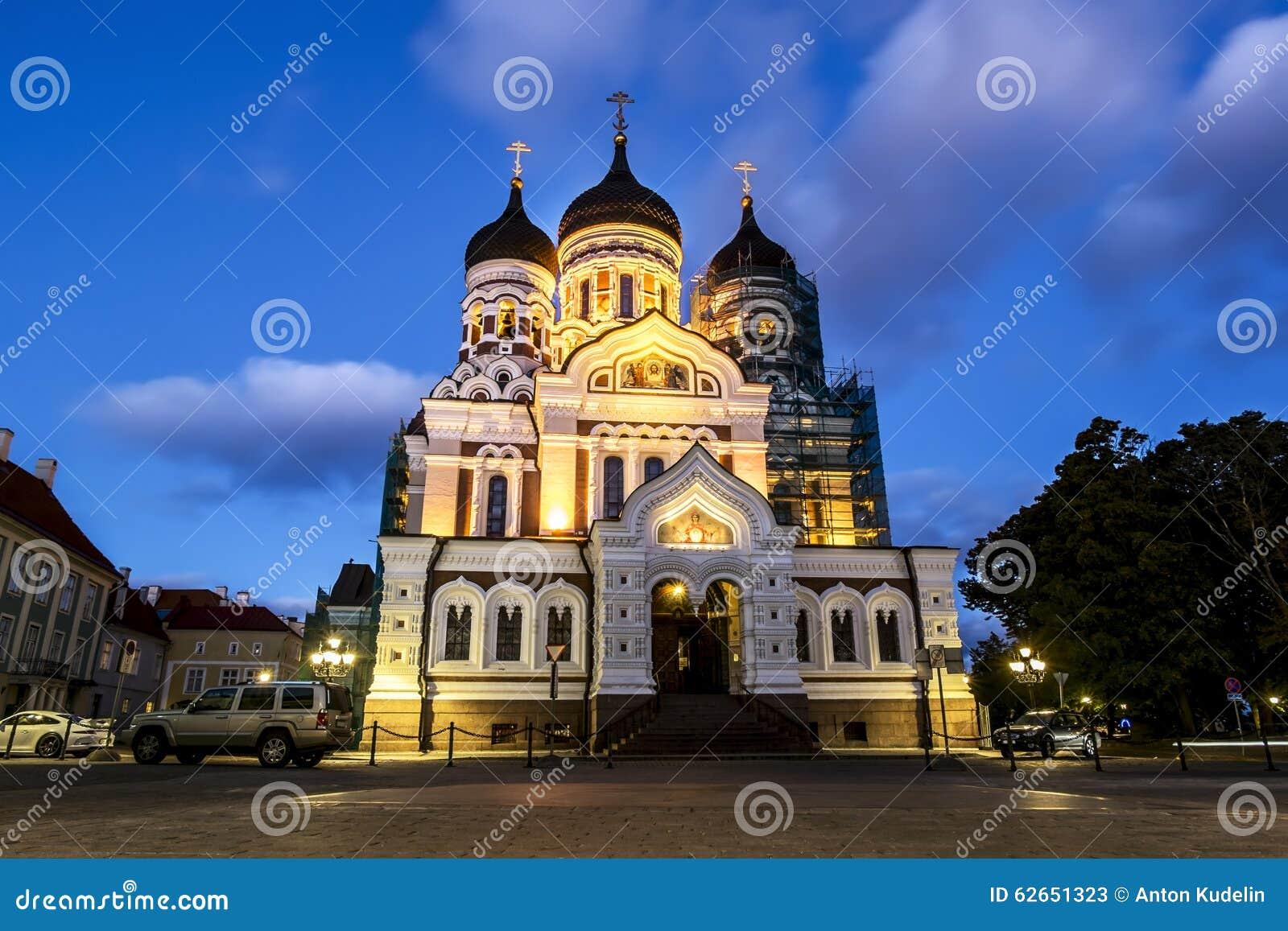 Mening van Alexander Nevsky Cathedral in Tallinn in de avond lig