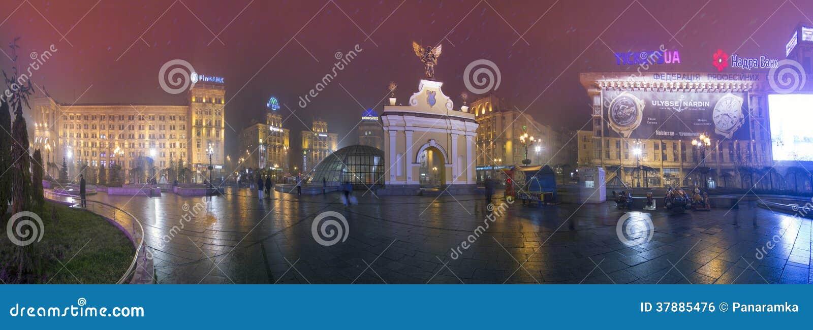 Mening van Arc de Triomphe met een zwarte ange