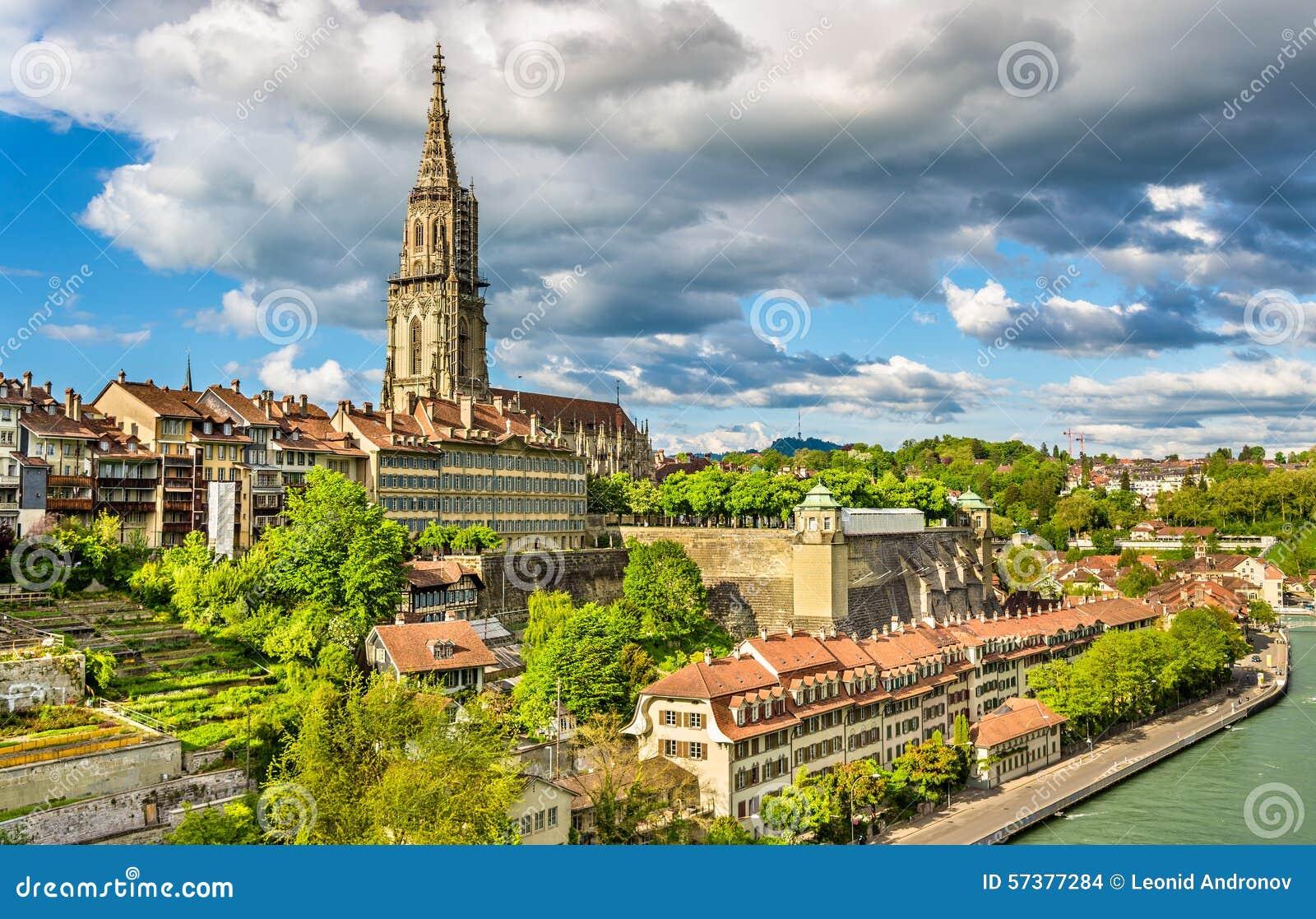 Mening van Bern met zijn kathedraal