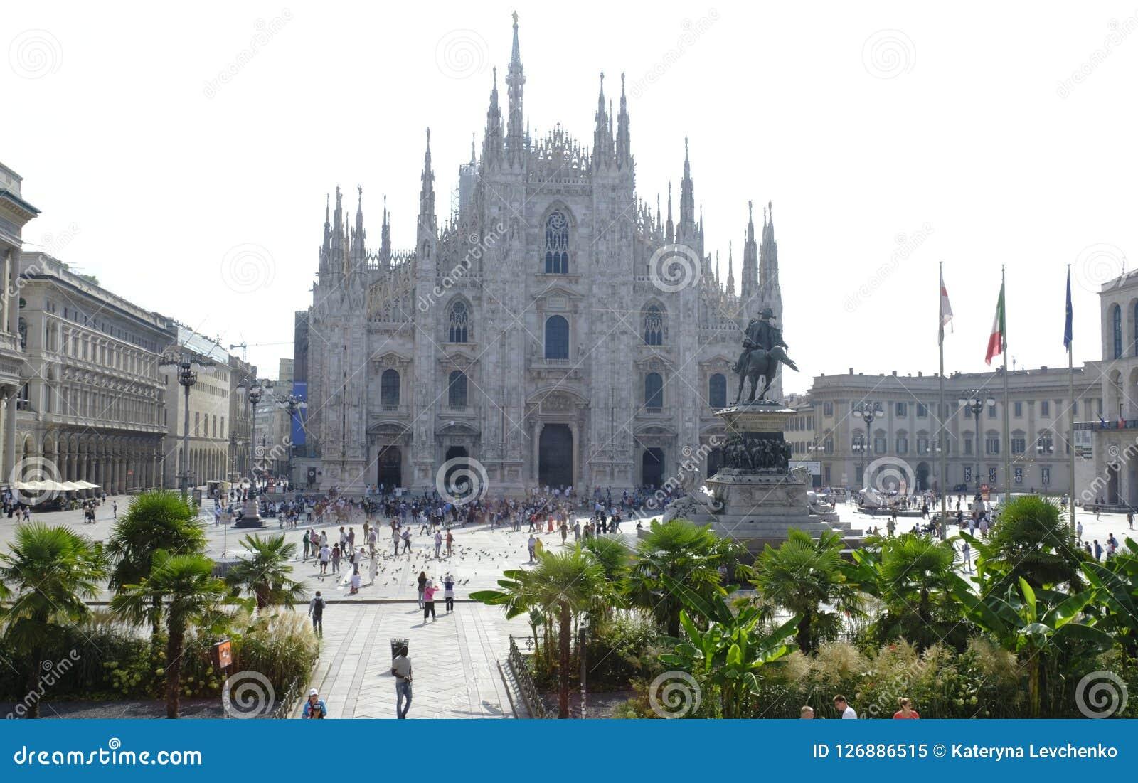 Mening van beroemd Milan Cathedral op Piazza del Duomo, Italië