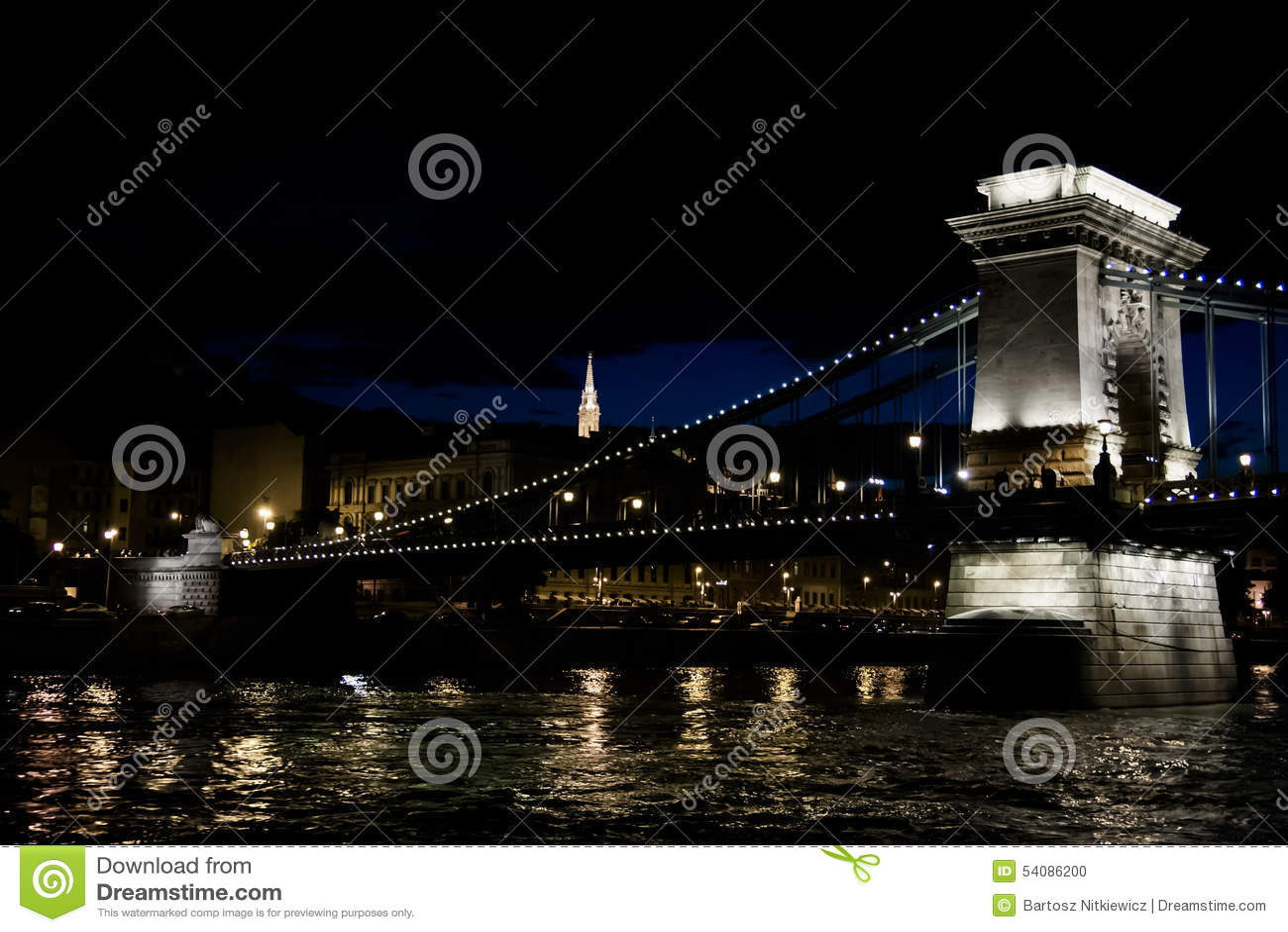 Mening van de brug bij nacht