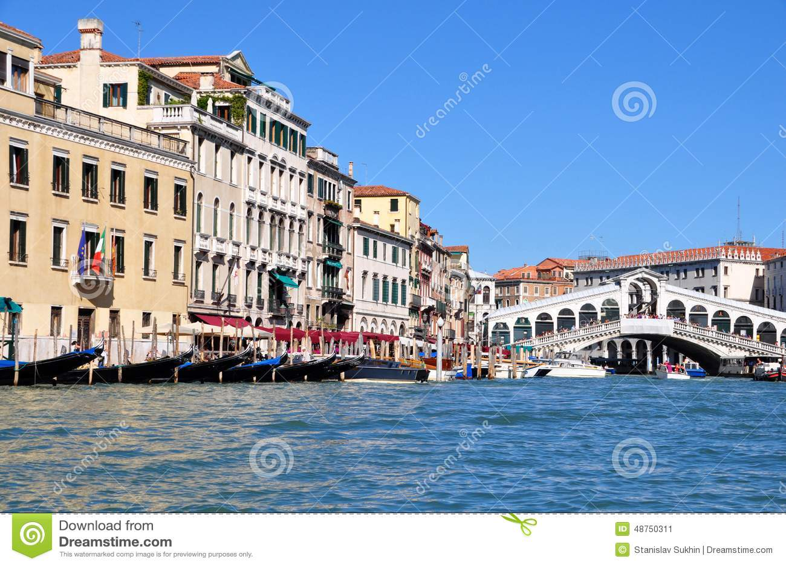 Mening van de Grand Canal en Rialto-Brug binnen