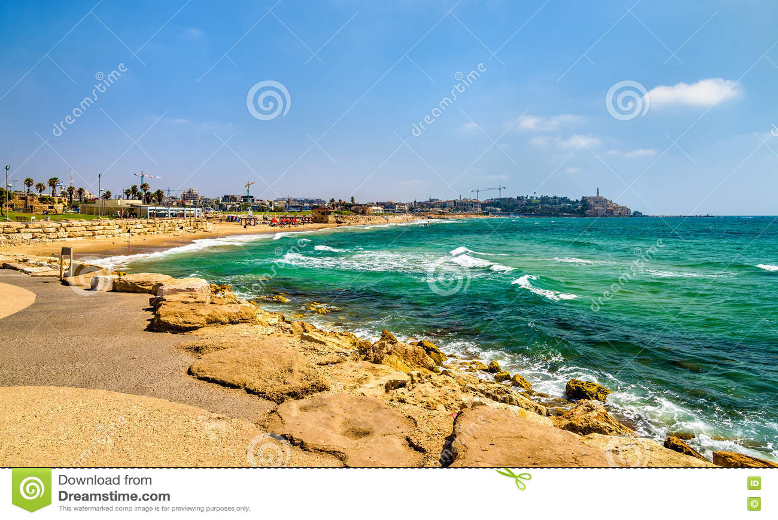 Mening van de Mediterrane waterkant in Tel Aviv